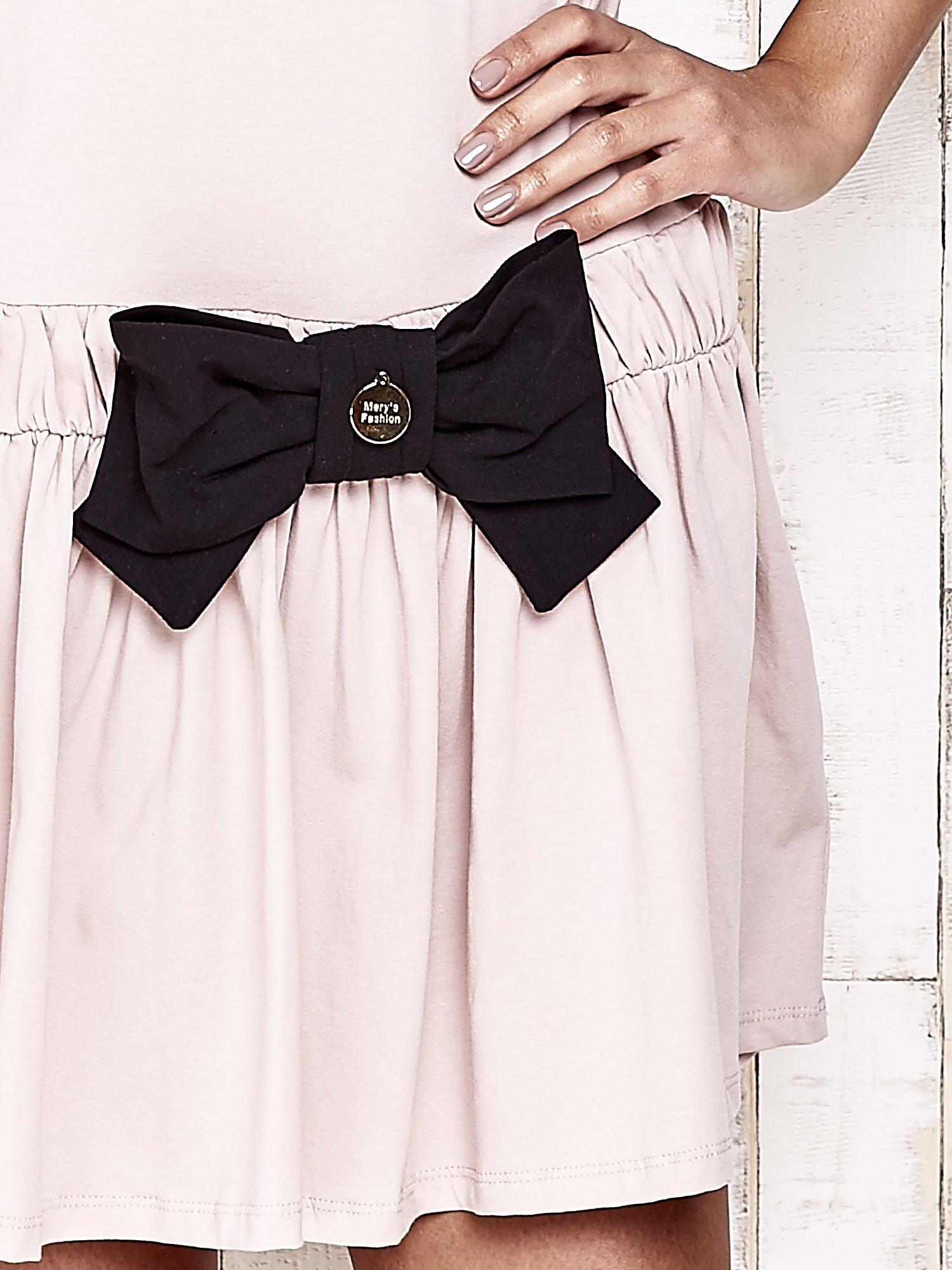 Różowa sukienka dresowa z kokardą z przodu                                  zdj.                                  5