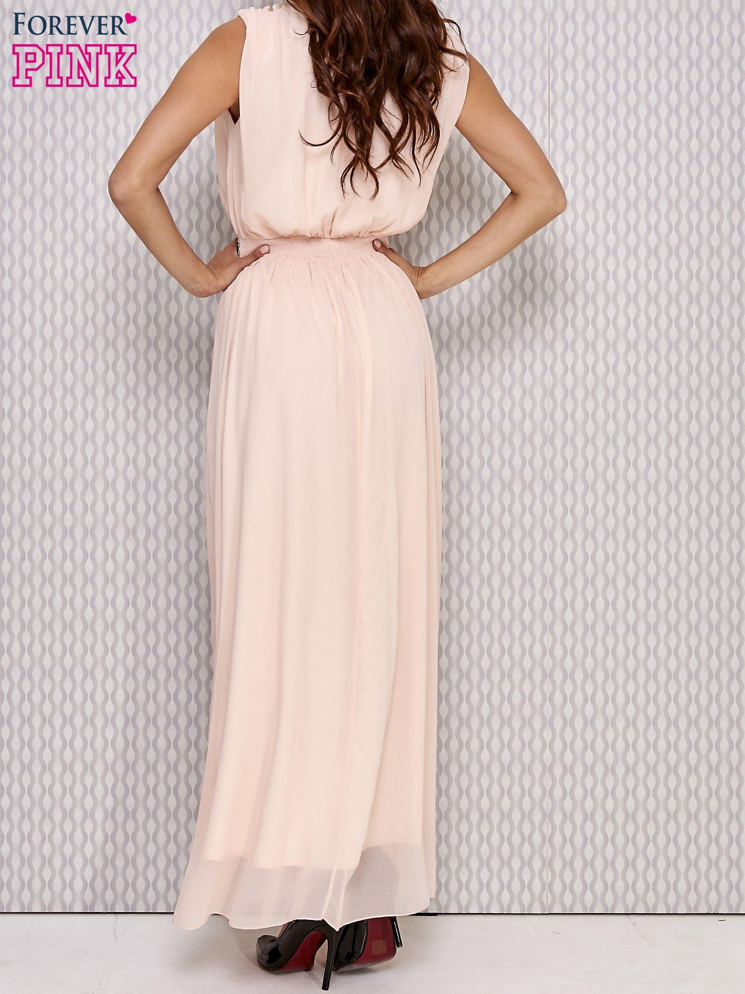 Różowa sukienka maxi z biżuteryjnym pasem                                  zdj.                                  3