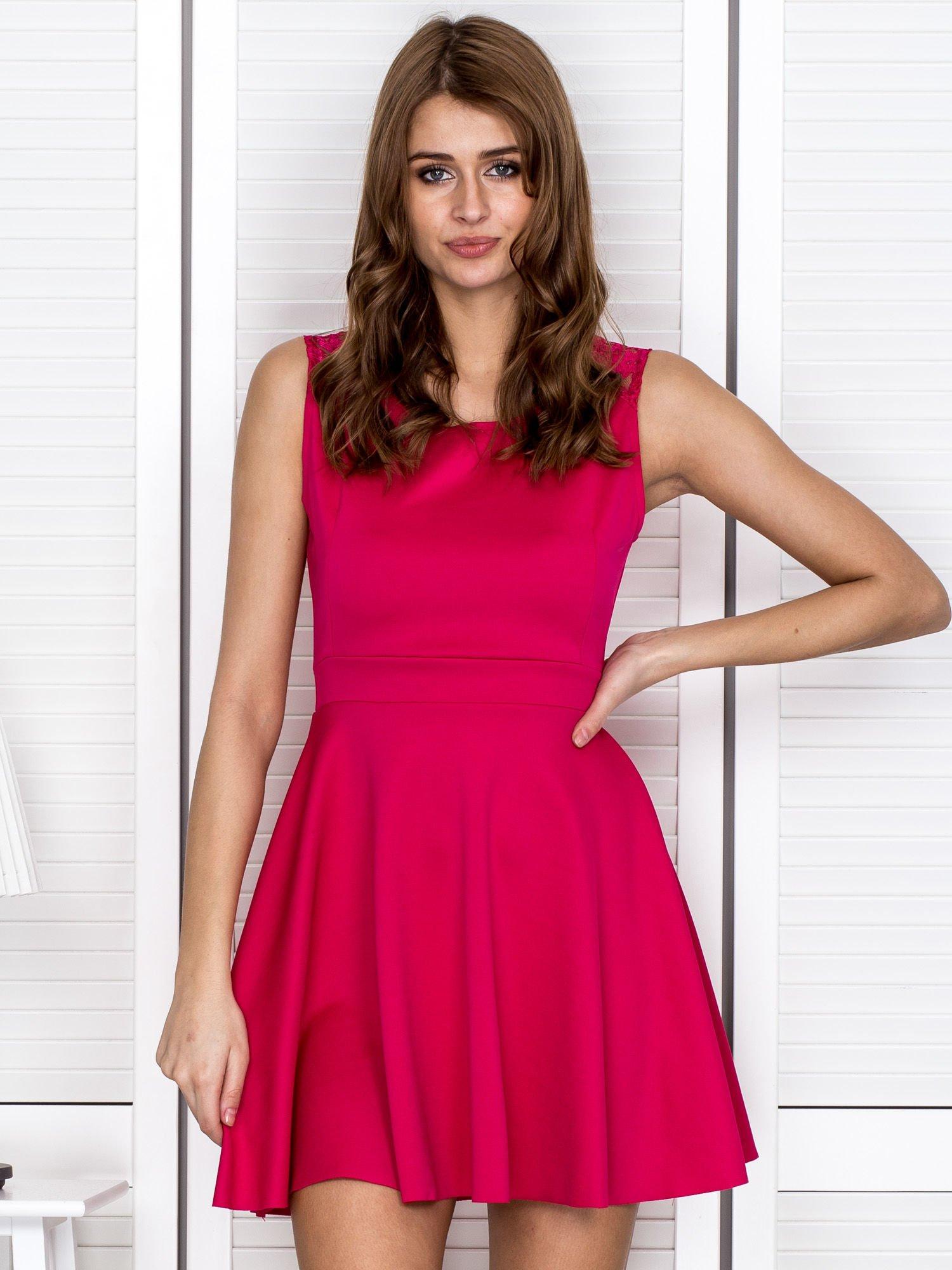 648935aee2 Różowa sukienka z koronką na ramionach - Sukienka koktajlowa - sklep ...