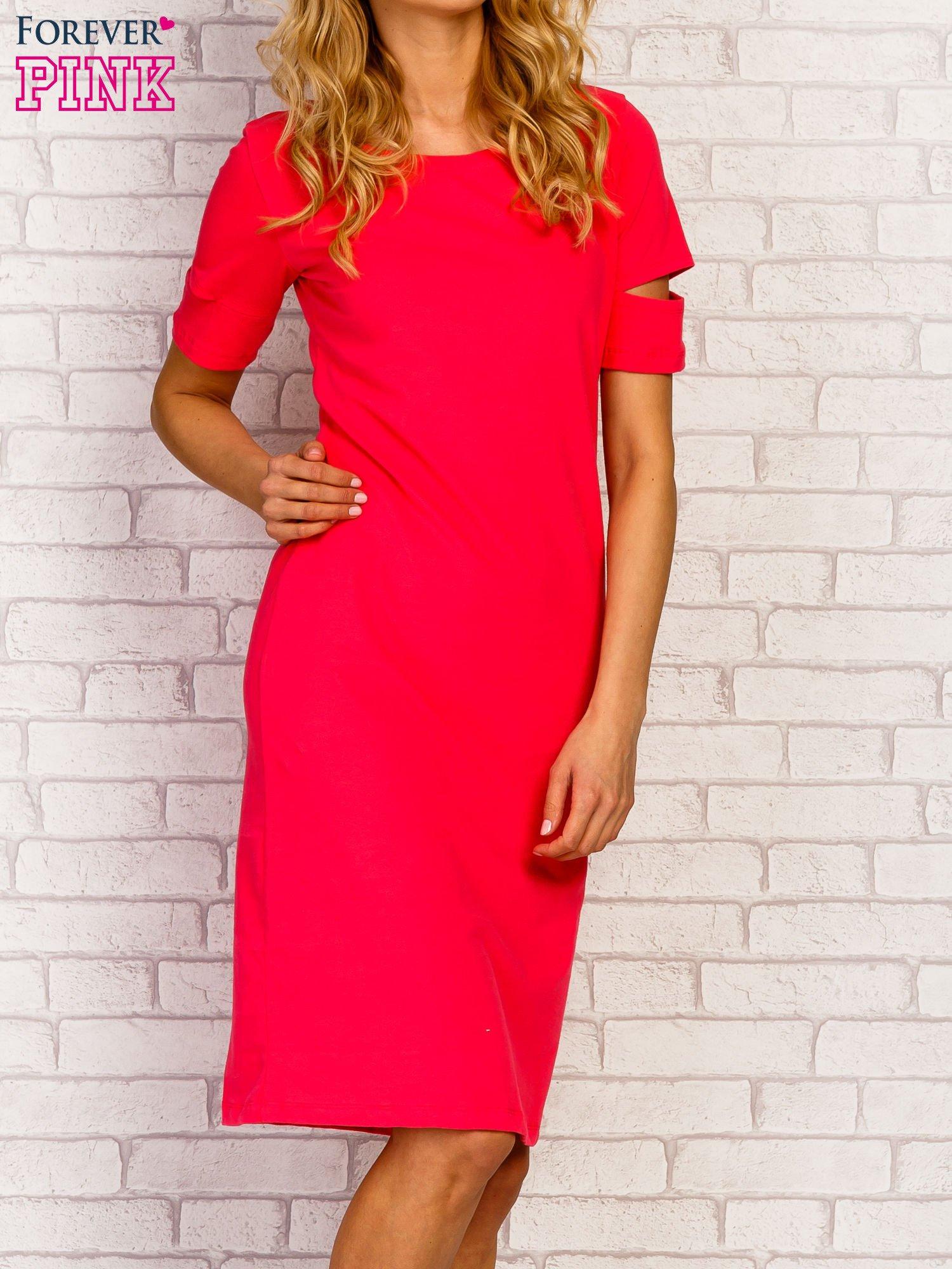 Różowa sukienka z rozcięciami na rękawach                                  zdj.                                  1