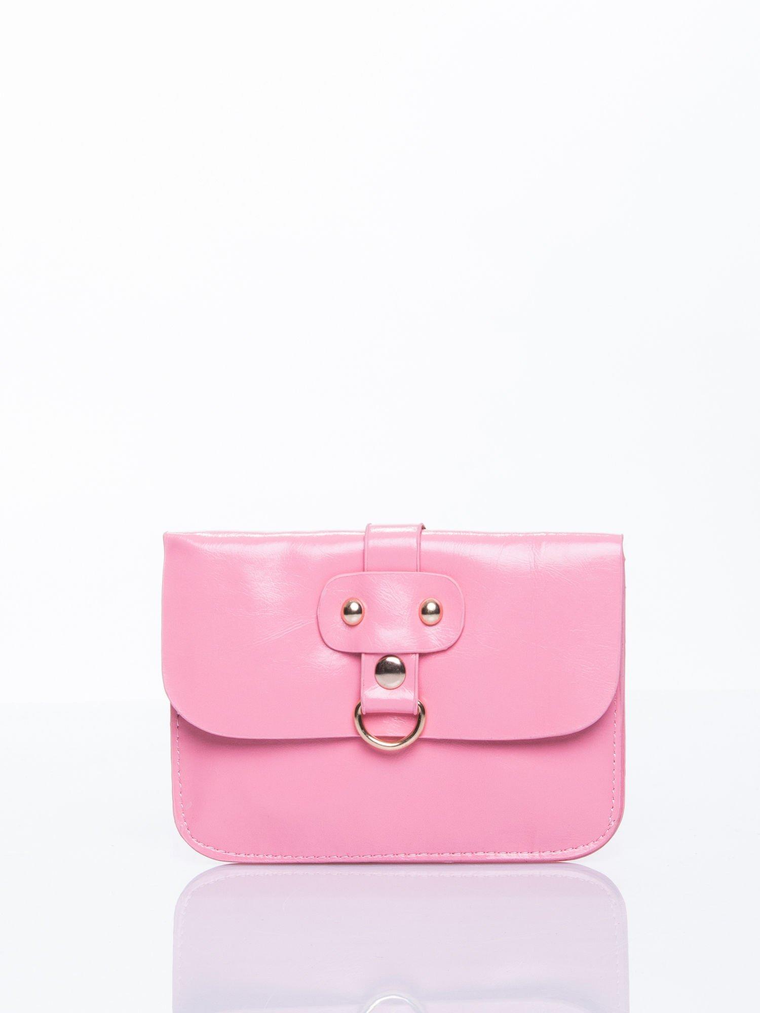 Różowa torebka listonoszka z klapką                                  zdj.                                  1
