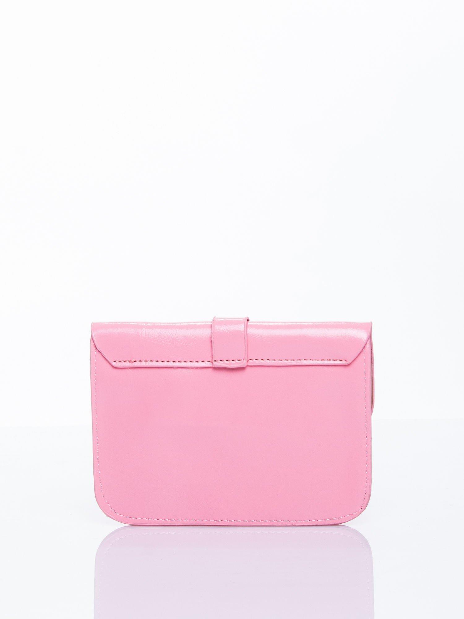 Różowa torebka listonoszka z klapką                                  zdj.                                  2