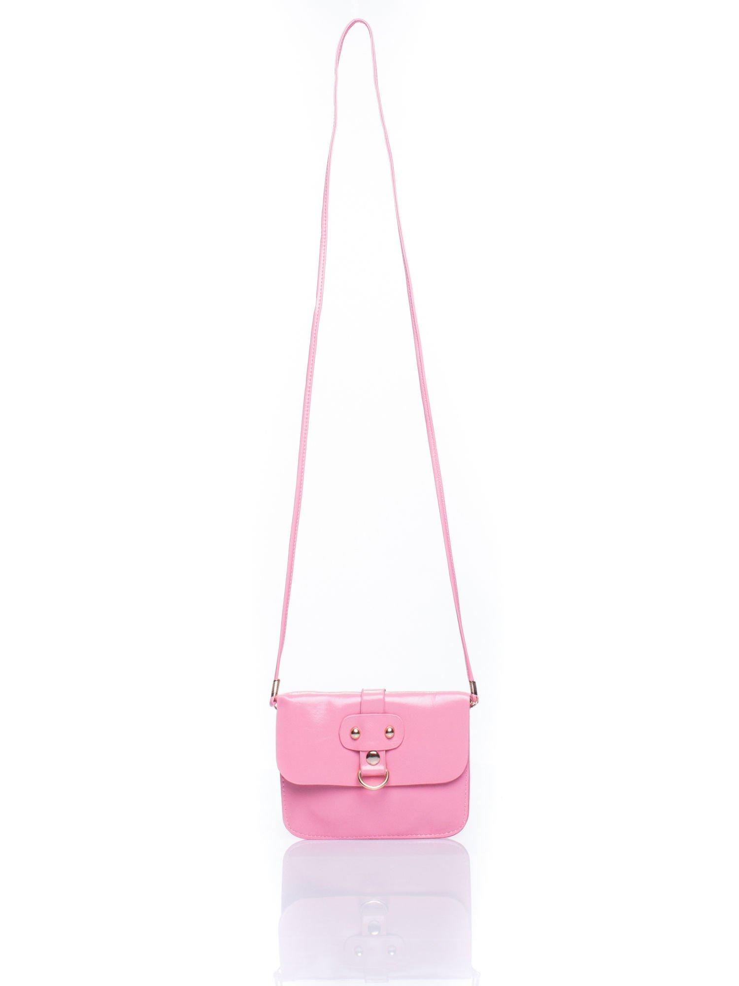 Różowa torebka listonoszka z klapką                                  zdj.                                  4