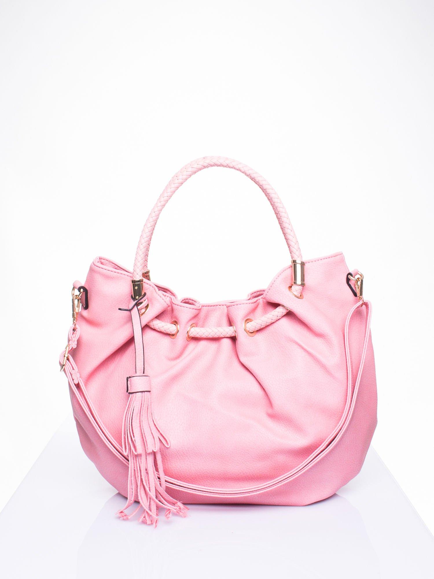 Różowa torebka z plecionymi uchwytami i frędzlami                                  zdj.                                  1