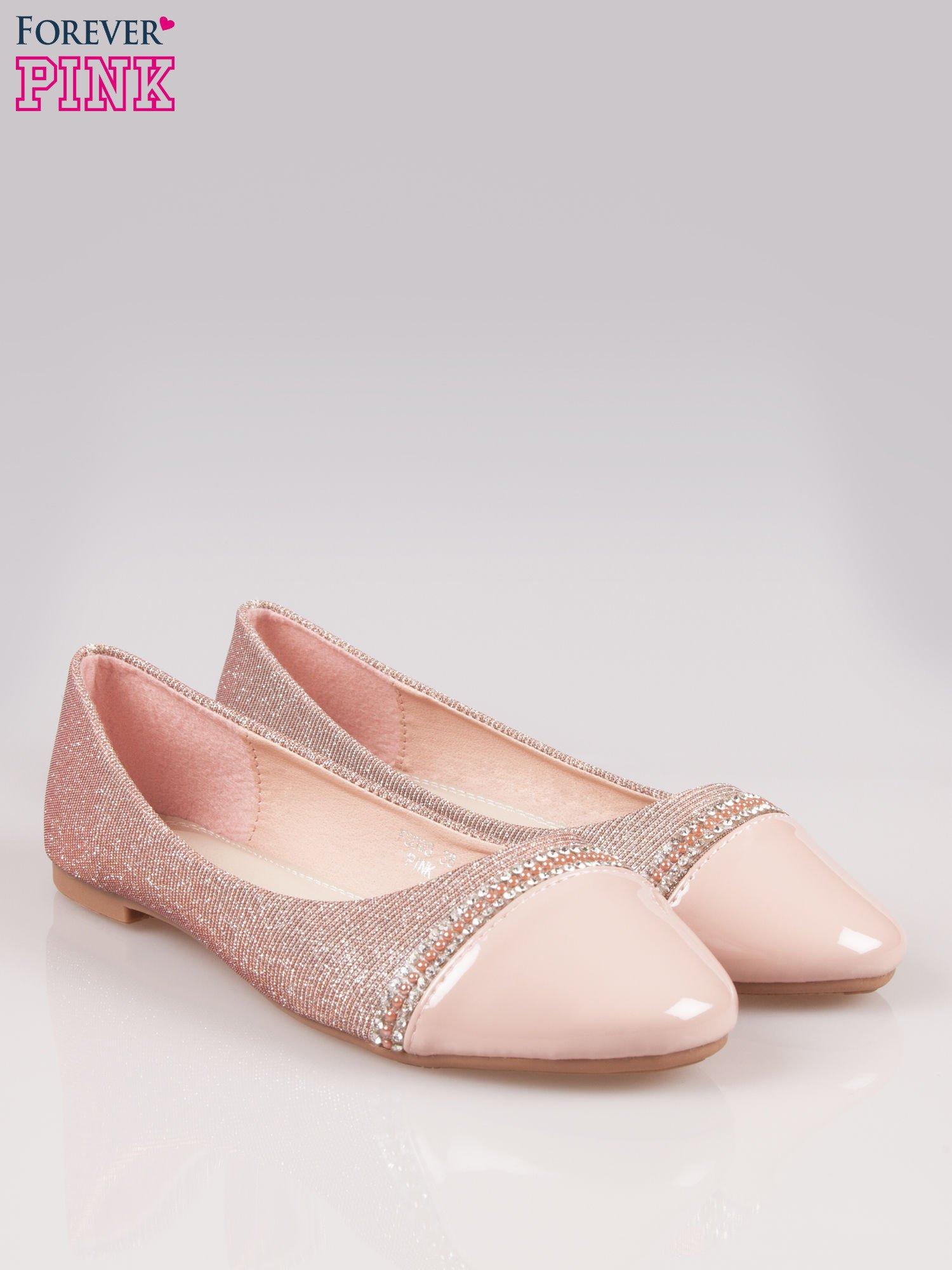 Różowe baleriny z efektem glitter i lakierowanym noskiem                                  zdj.                                  2