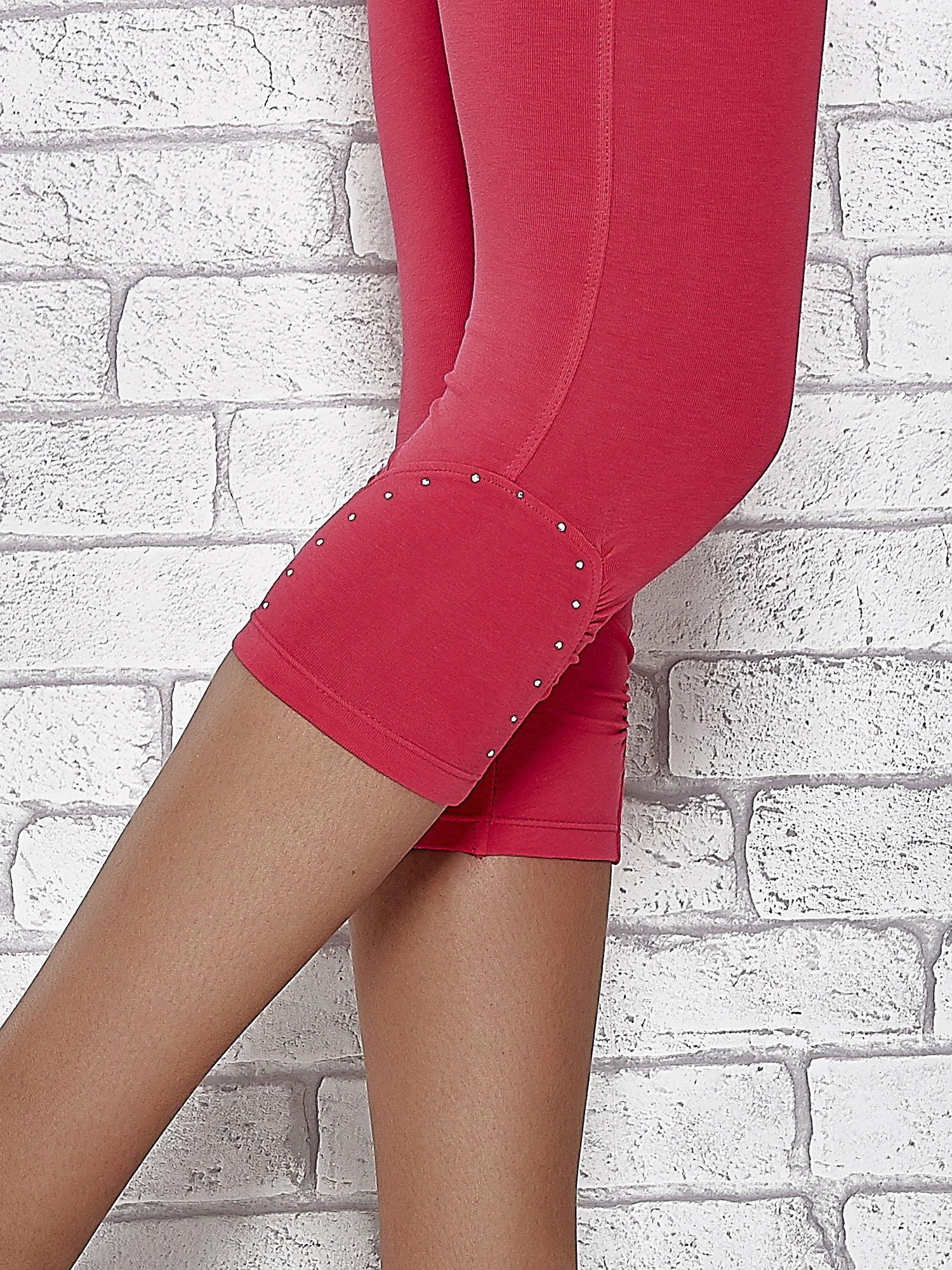 Różowe legginsy sportowe z dżetami i marszczoną nogawką za kolano                                  zdj.                                  7
