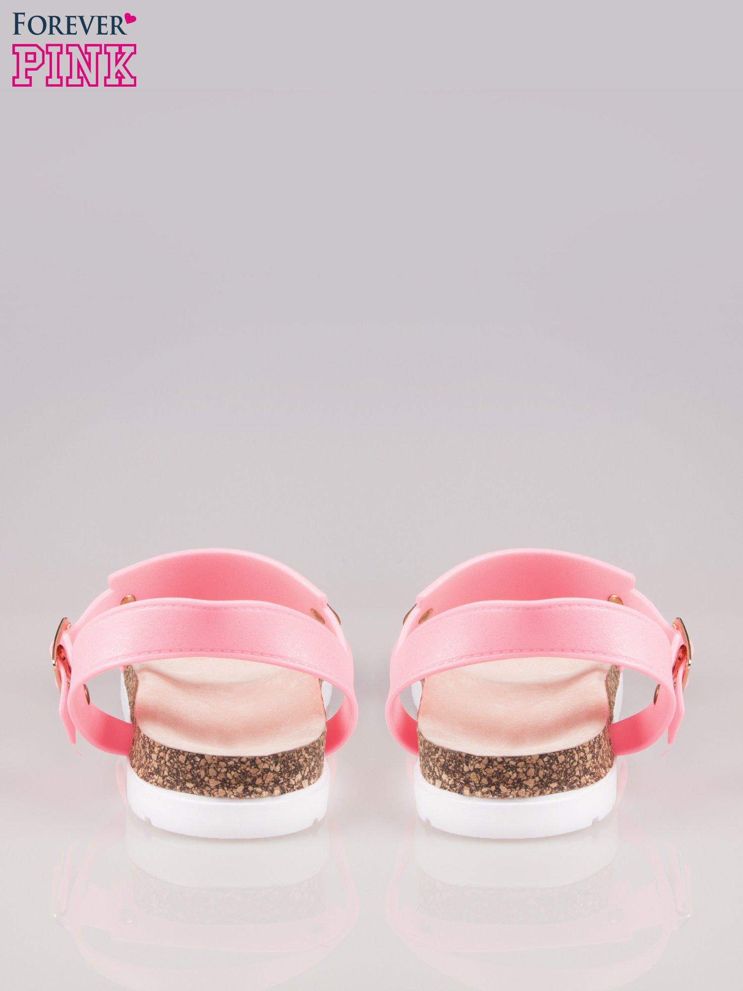 Różowe płaskie sandały z blaszką na korkowej podeszwie                                  zdj.                                  4
