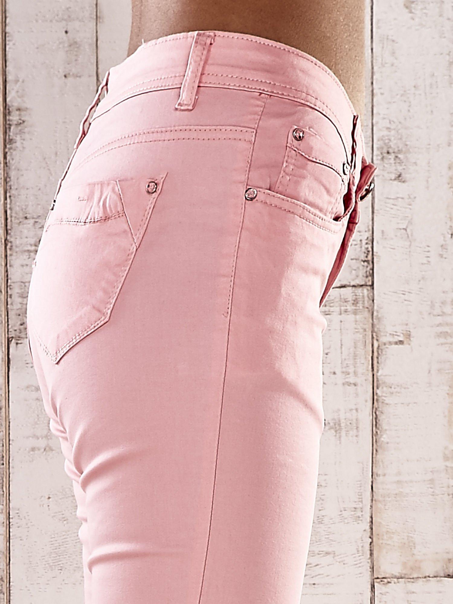 Różowe spodnie skinny jeans z wyższym stanem                                  zdj.                                  5