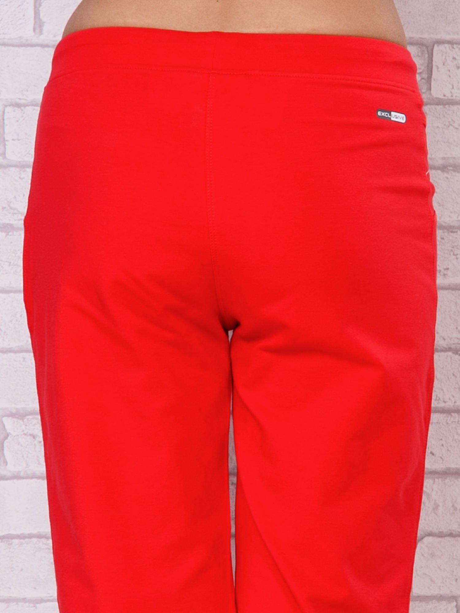 Różowe spodnie sportowe capri ze ściąganą nogawką                                  zdj.                                  6
