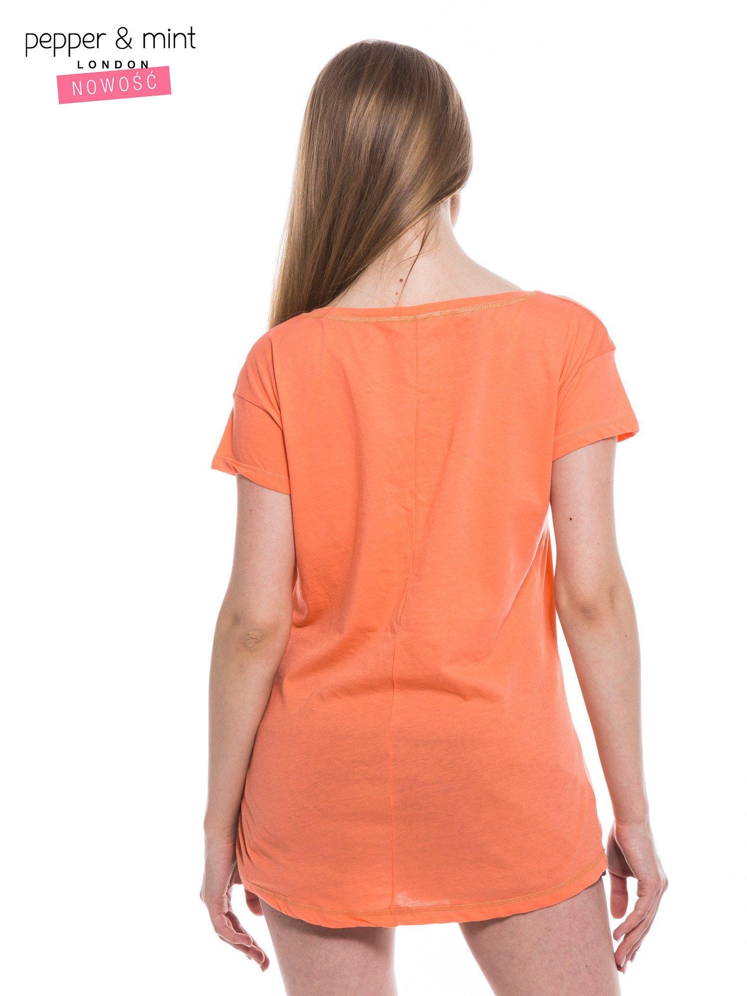 Różowopomarańczowy t-shirt z nadrukiem dziewczyny                                  zdj.                                  4