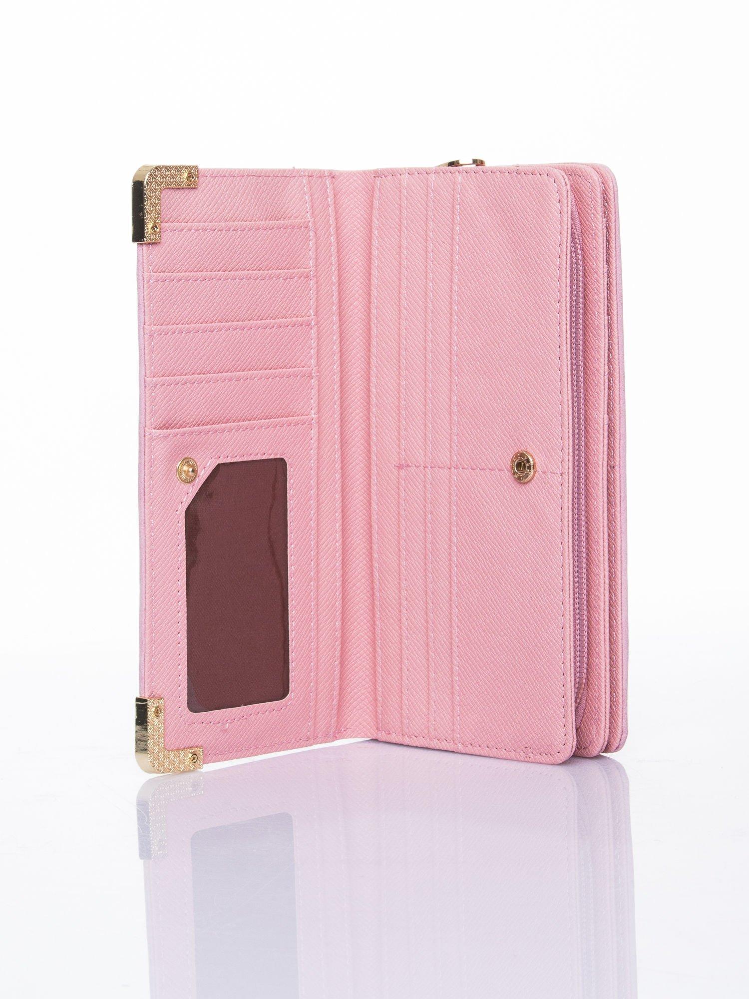 Różowy ażurowany portfel ze złotymi okuciami                                  zdj.                                  4