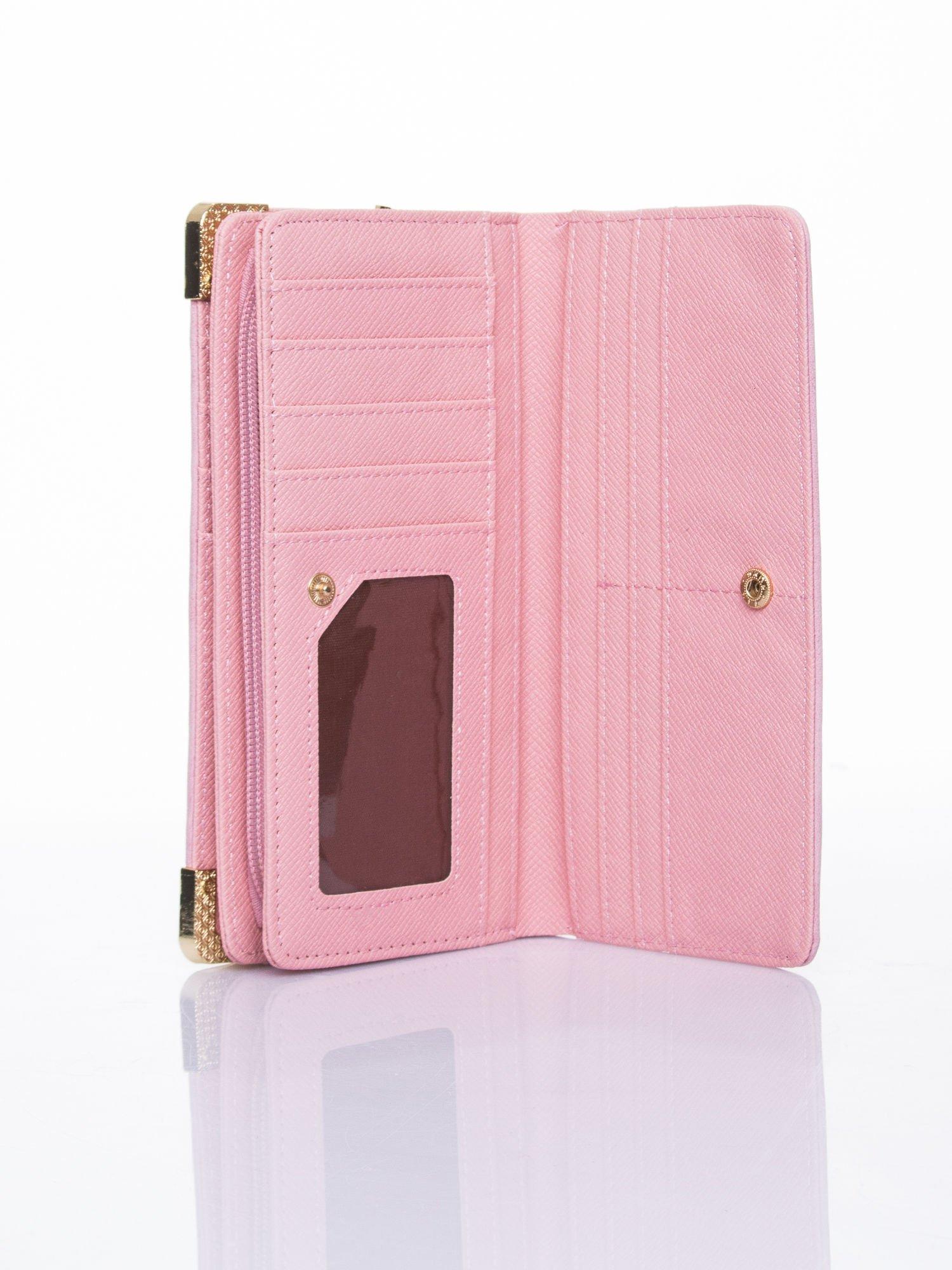 Różowy ażurowany portfel ze złotymi okuciami                                  zdj.                                  5