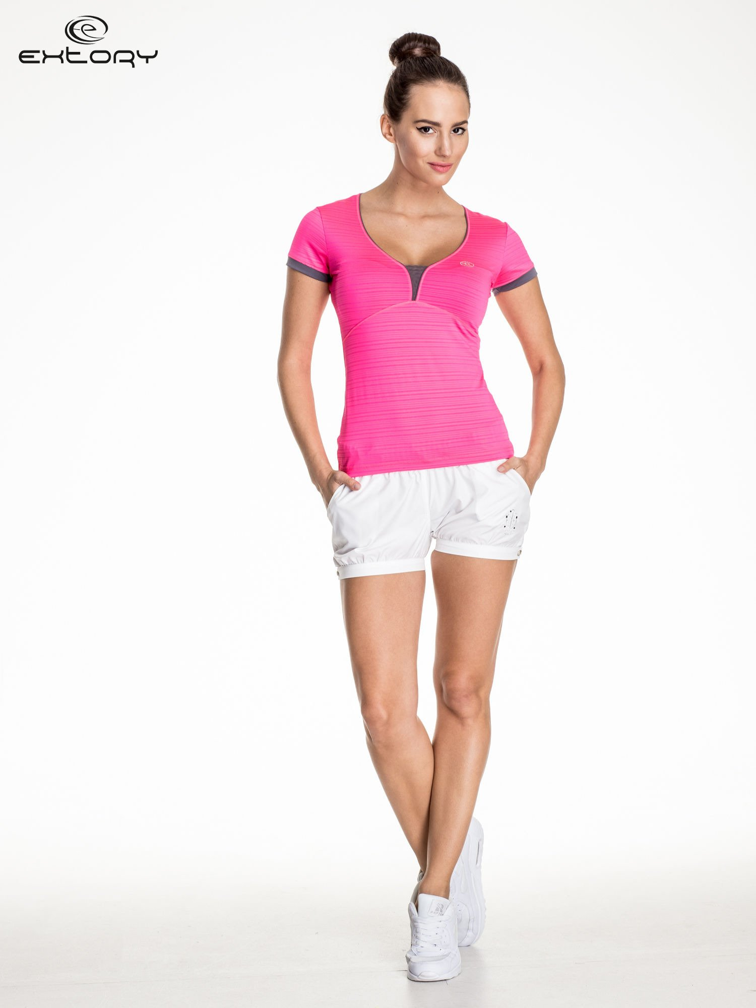 Różowy damski t-shirt sportowy w paski z lamówką                                  zdj.                                  2