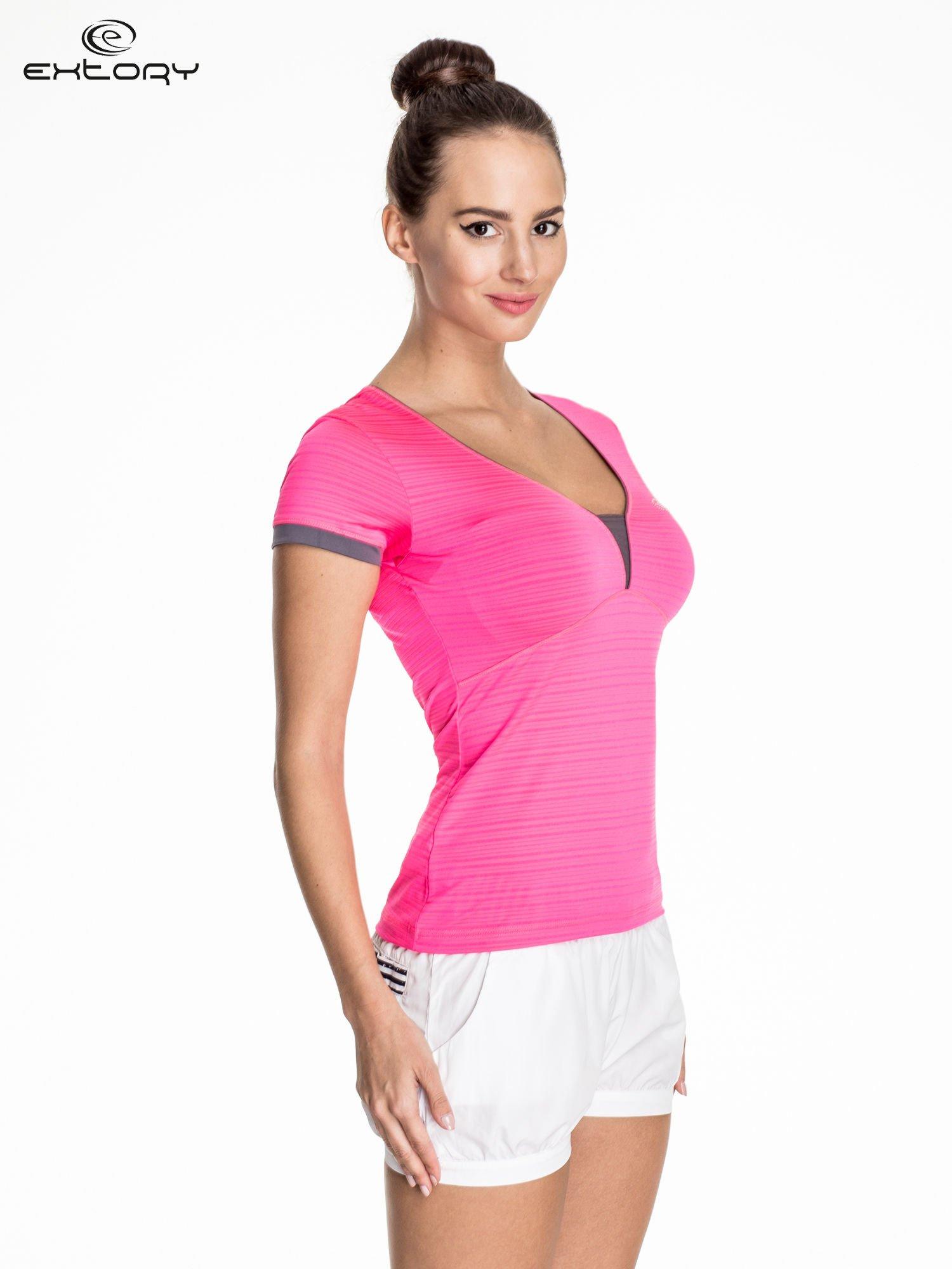 Różowy damski t-shirt sportowy w paski z lamówką                                  zdj.                                  3