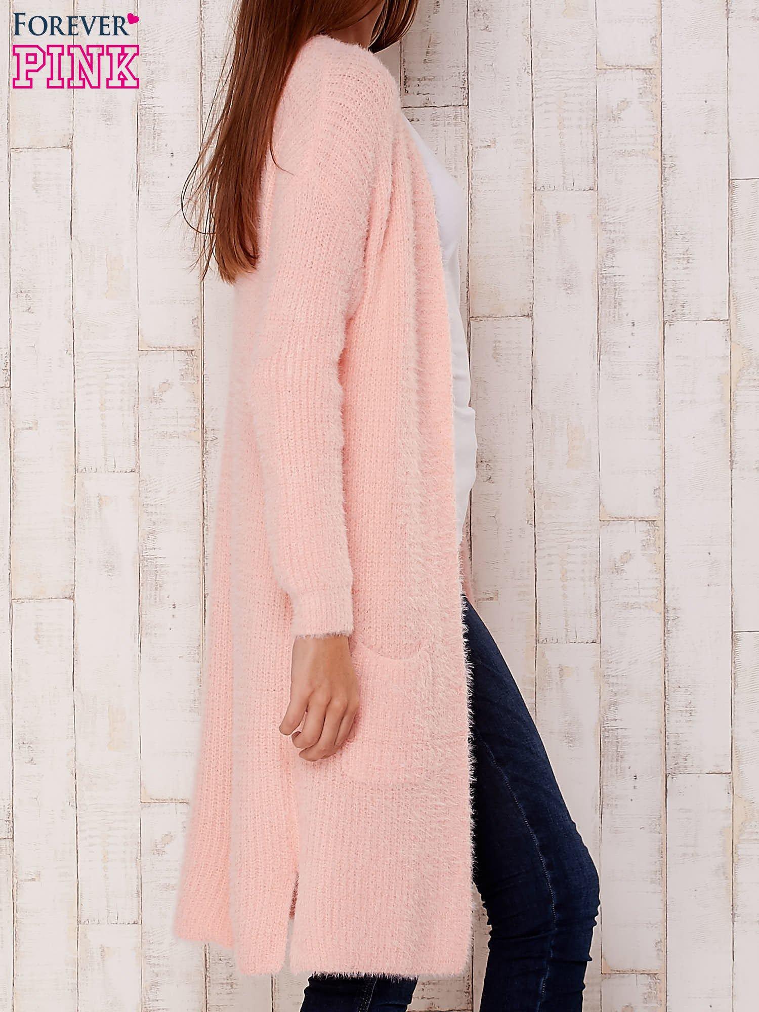 Różowy długi puszysty sweter                                  zdj.                                  3