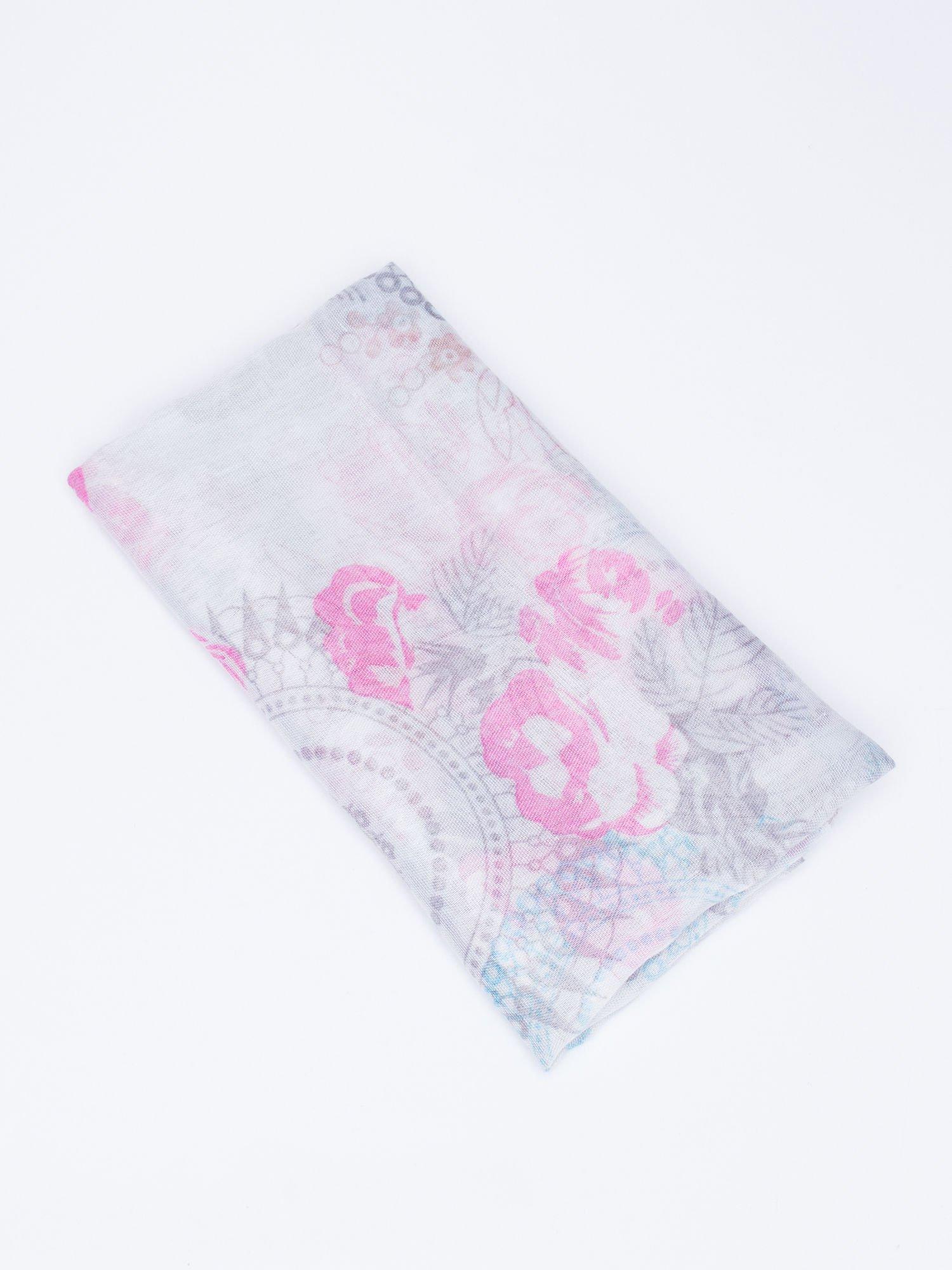 Różowy komin w kwiaty i orientalny wzór                                  zdj.                                  3