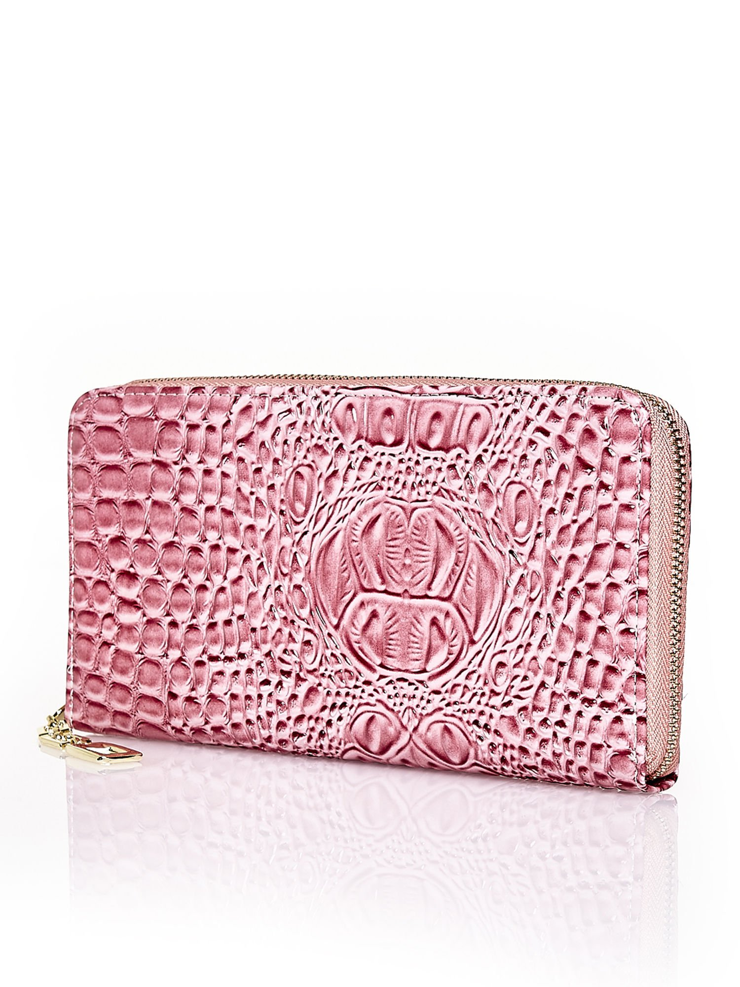 Różowy portfel kopertówka z motywem skóry krokodyla                                  zdj.                                  2