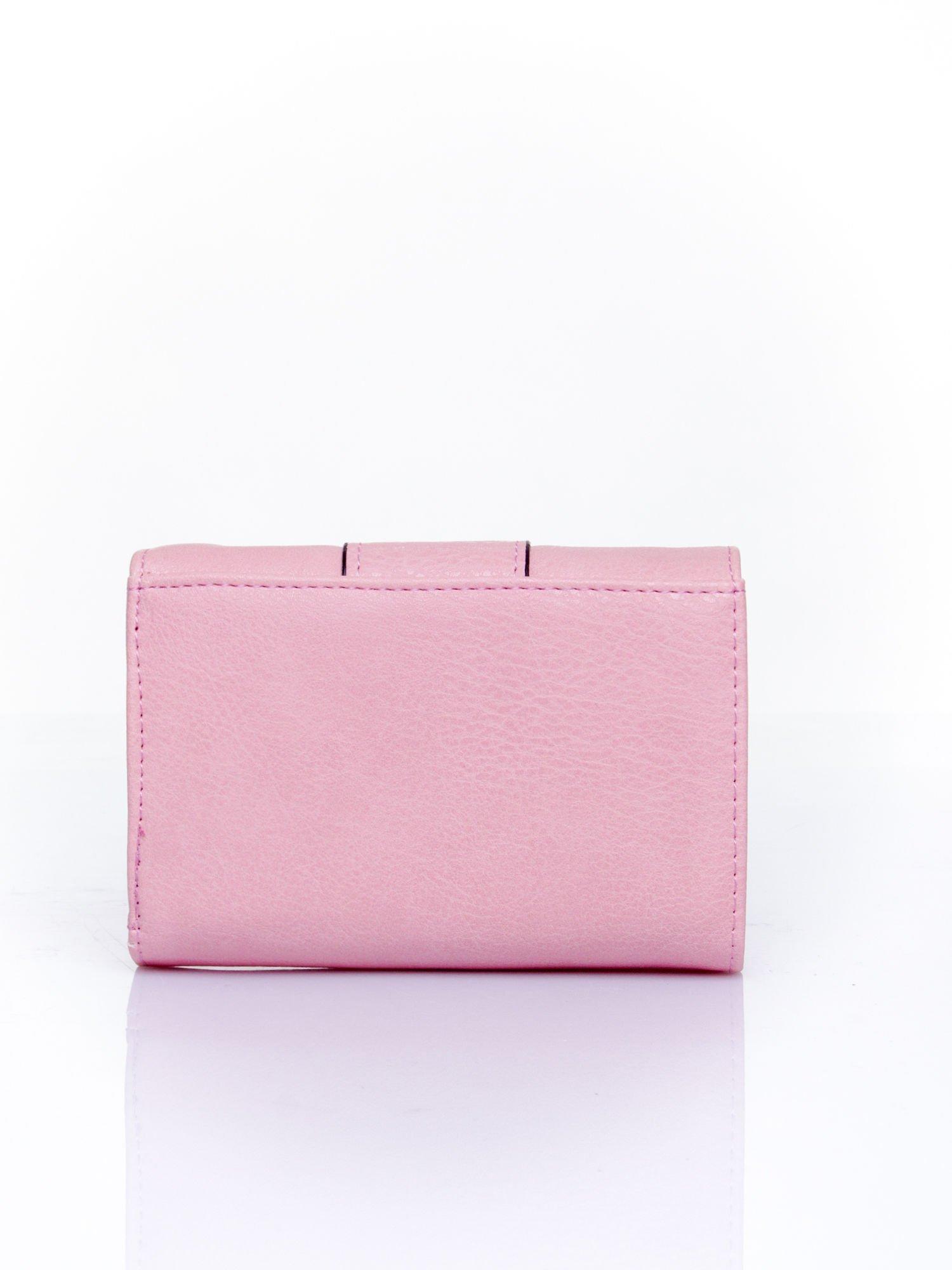 Różowy portfel z ozdobnym zapięciem                                  zdj.                                  2