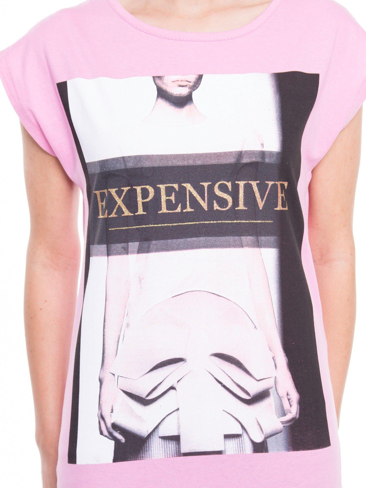 Różowy t-shirt z nadrukiem modowym i złotym napisem EXPENSIVE                                  zdj.                                  4