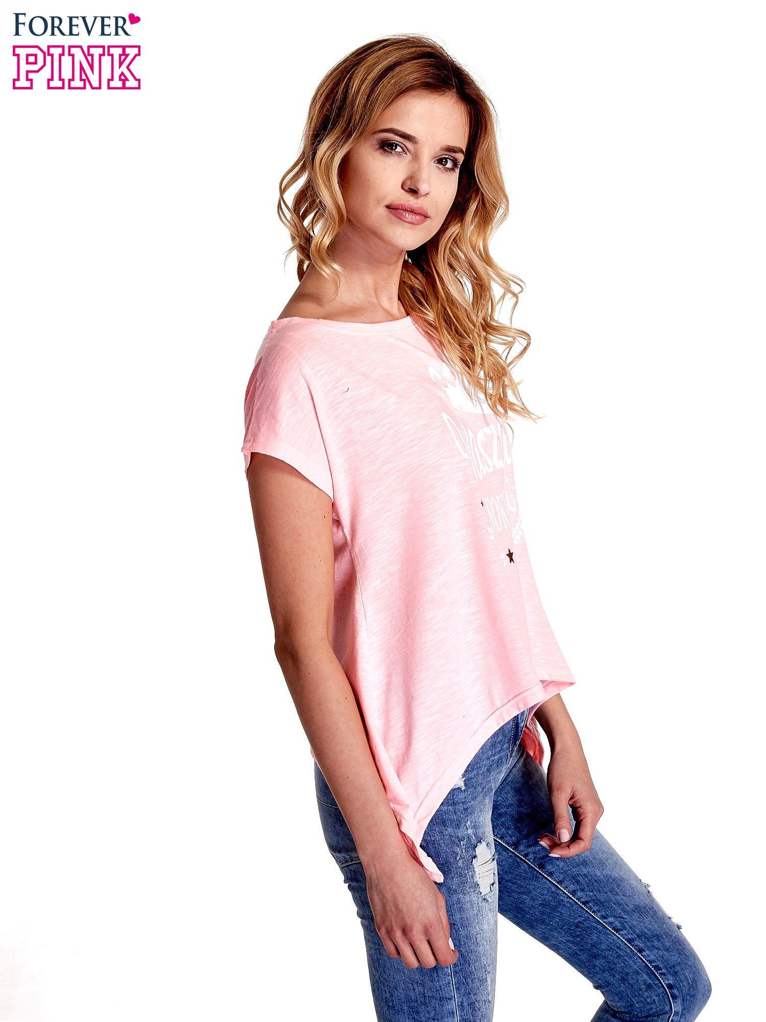 Różowy t-shirt z napisem WASZA WYSOKOŚĆ                                  zdj.                                  3