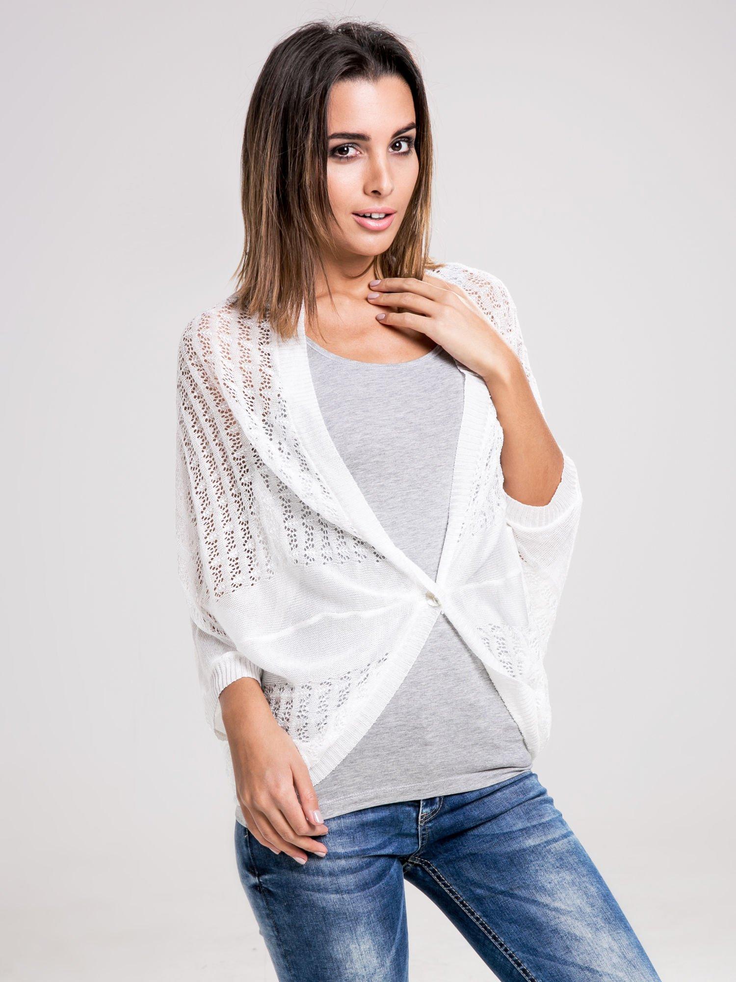 STRADIVARIUS Biały sweter narzutka z ażurowego materiału                                  zdj.                                  1
