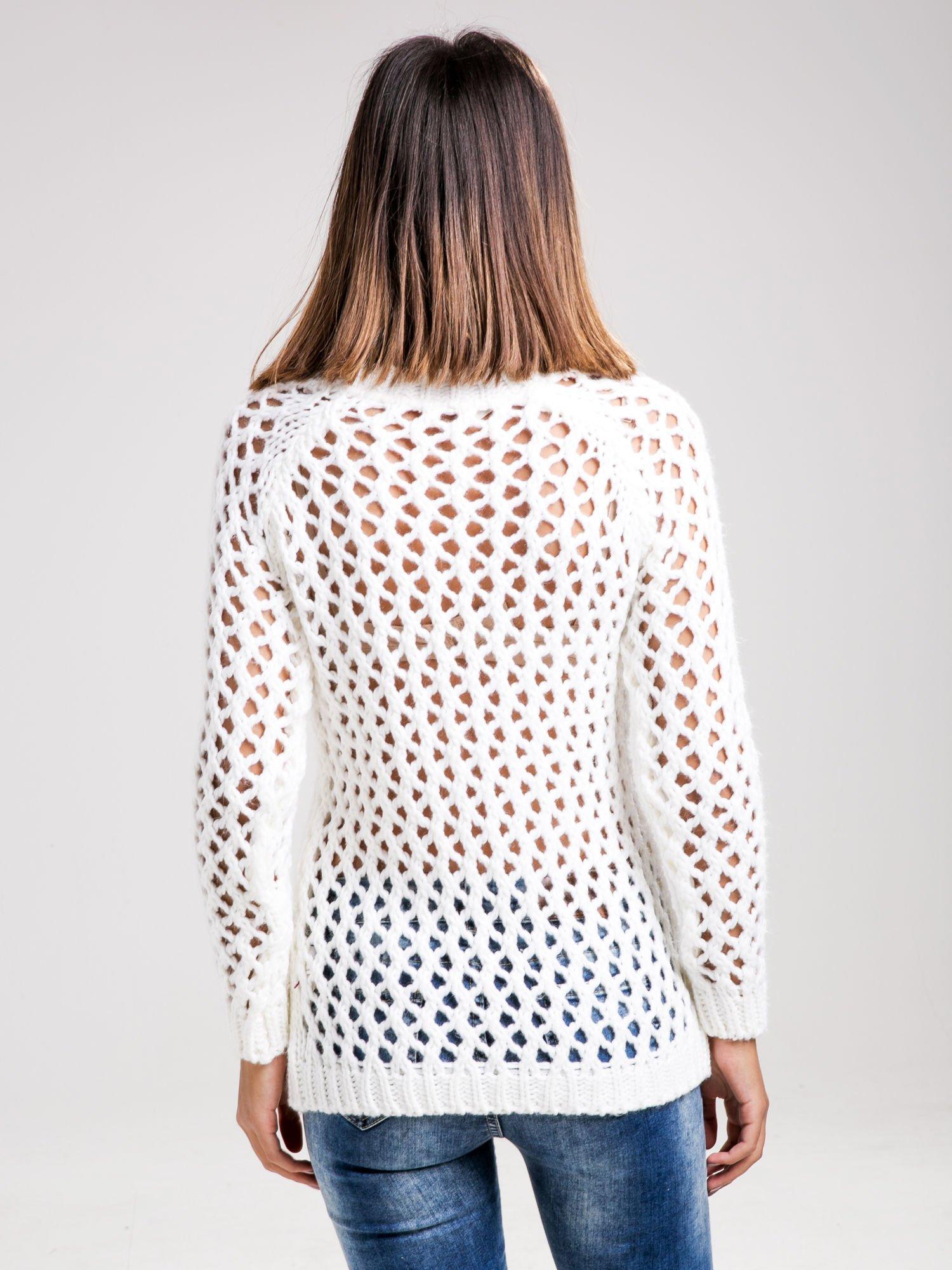 STRADIVARIUS Biały sweter z ozdobnym ściegiem                                  zdj.                                  2