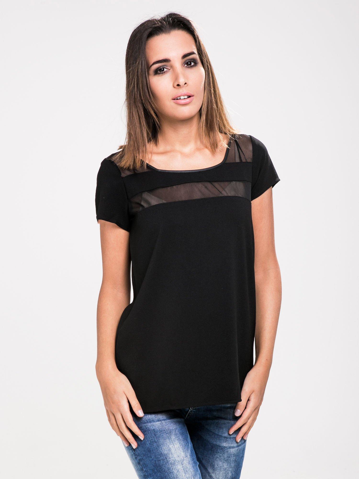 STRADIVARIUS Czarny t-shirt ze wstawkami z siateczki                                  zdj.                                  1