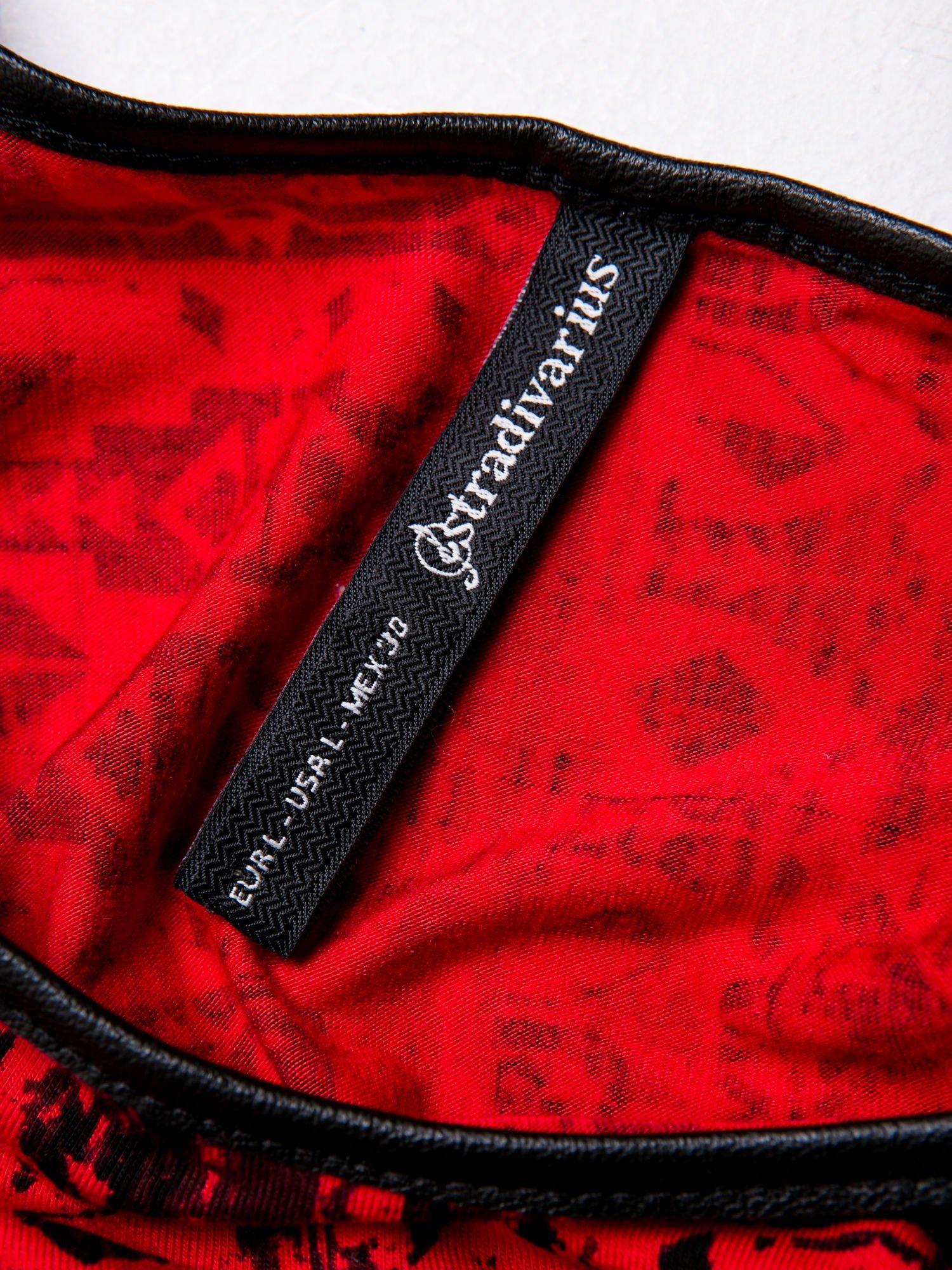 STRADIVARIUS Czerwona sukienka mini w etniczne wzory                                  zdj.                                  3