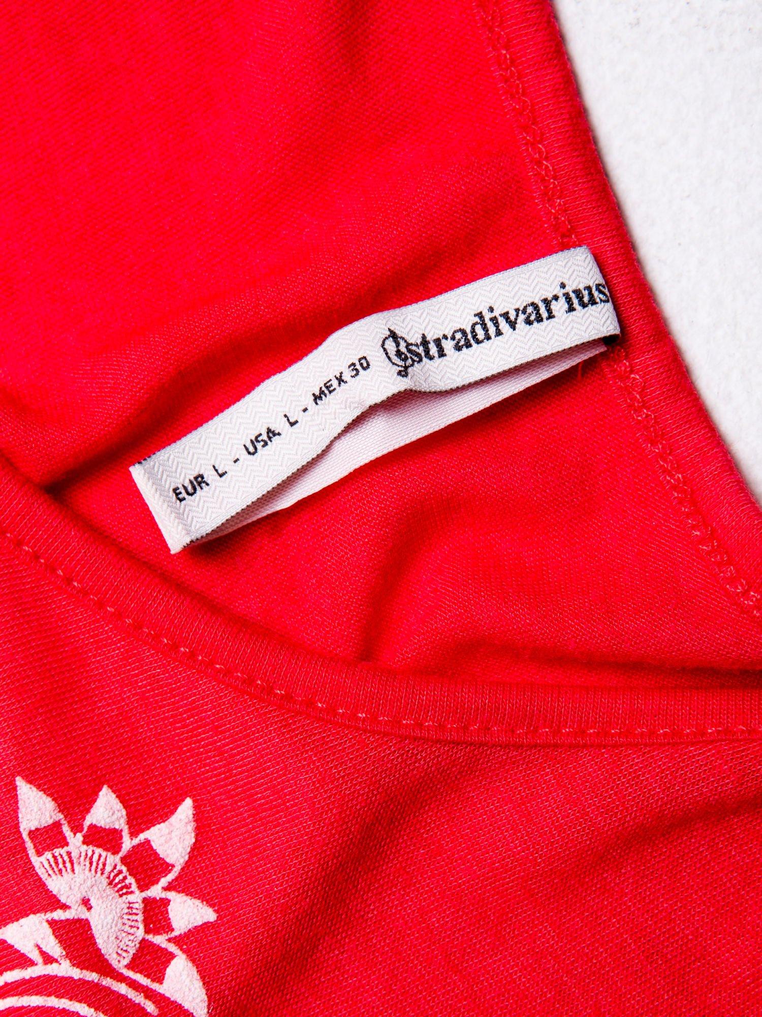 STRADIVARIUS Czerwony top z ornamentowym nadrukiem                                  zdj.                                  3