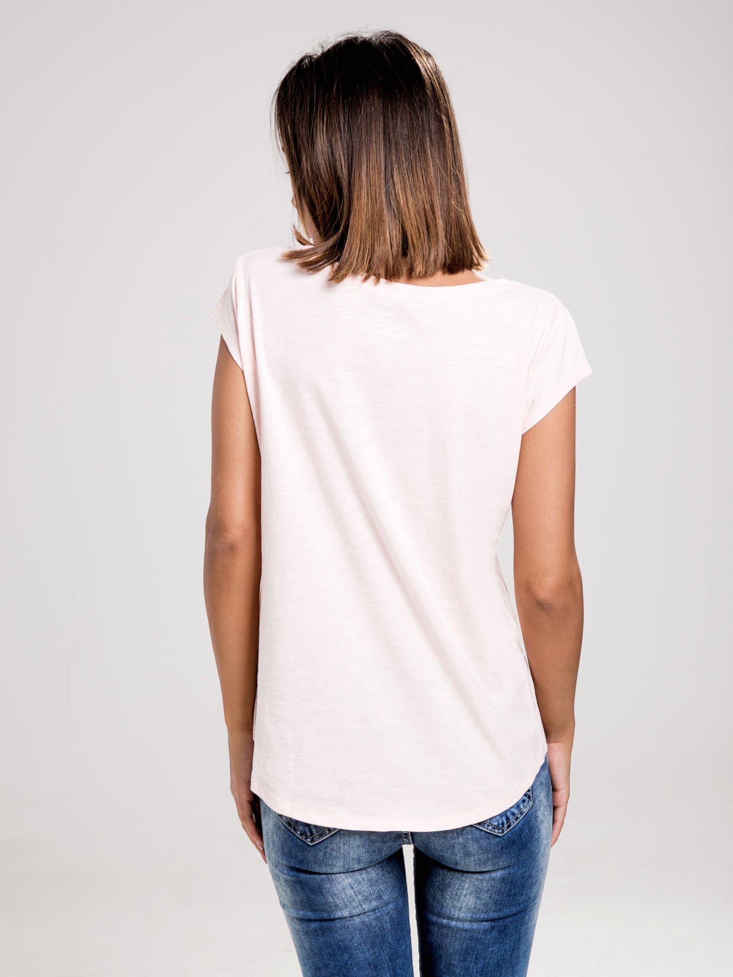 STRADIVARIUS Różowy t-shirt basic z kieszonką                                  zdj.                                  2
