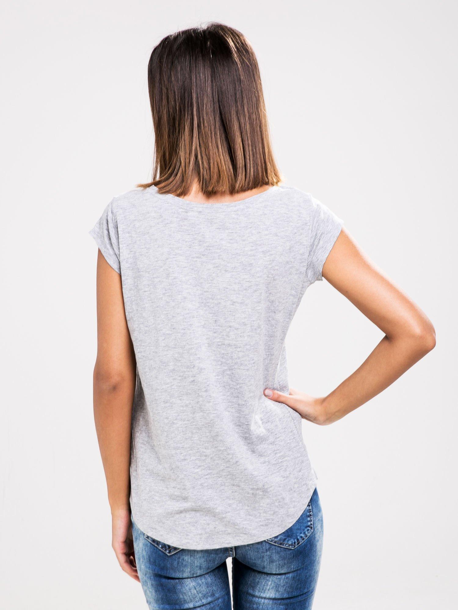 STRADIVARIUS Szary t-shirt basic z kieszonką                                  zdj.                                  2