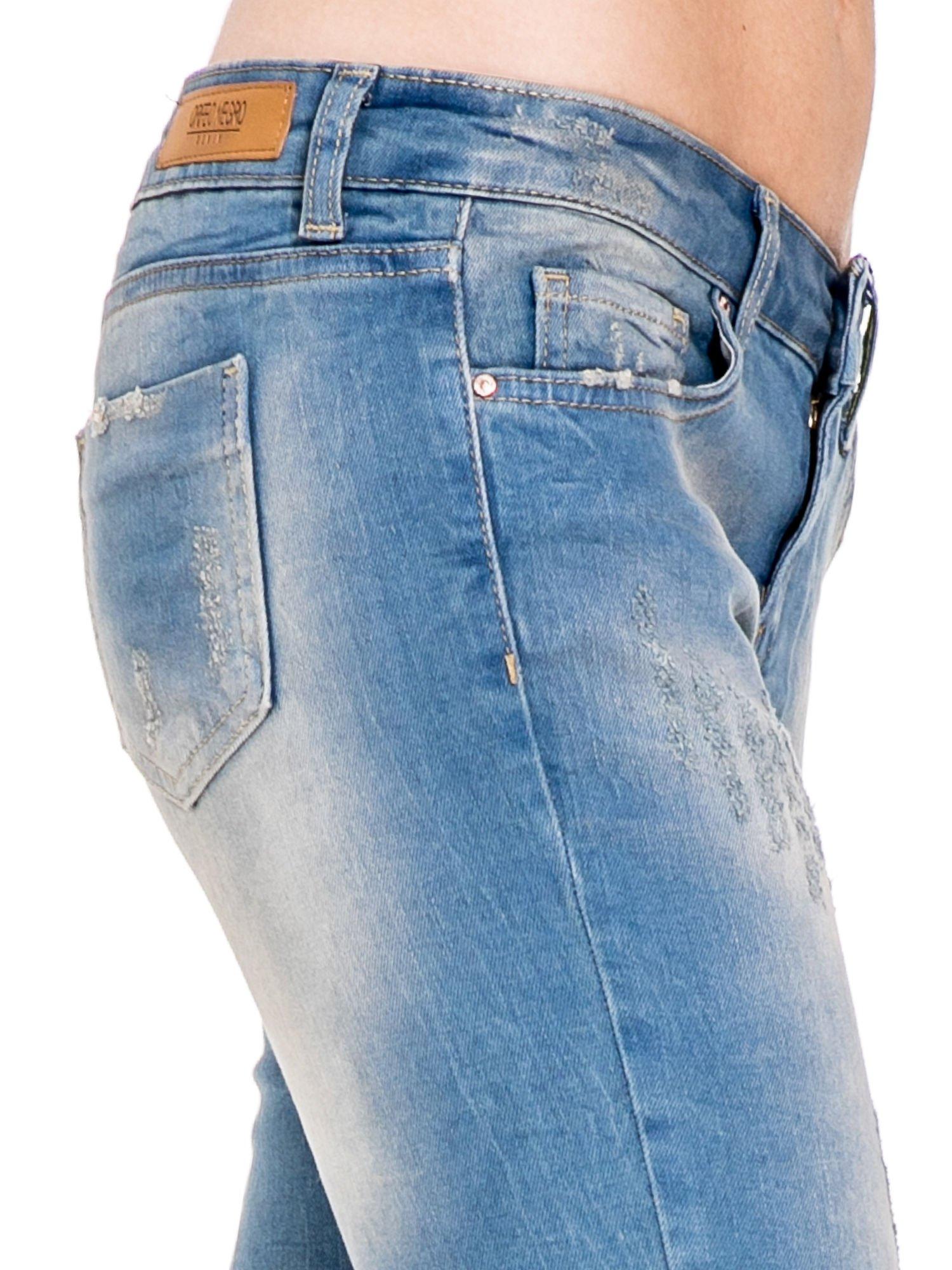 Spodnie jeansowe rurki z pionowymi przetarciami                                  zdj.                                  7
