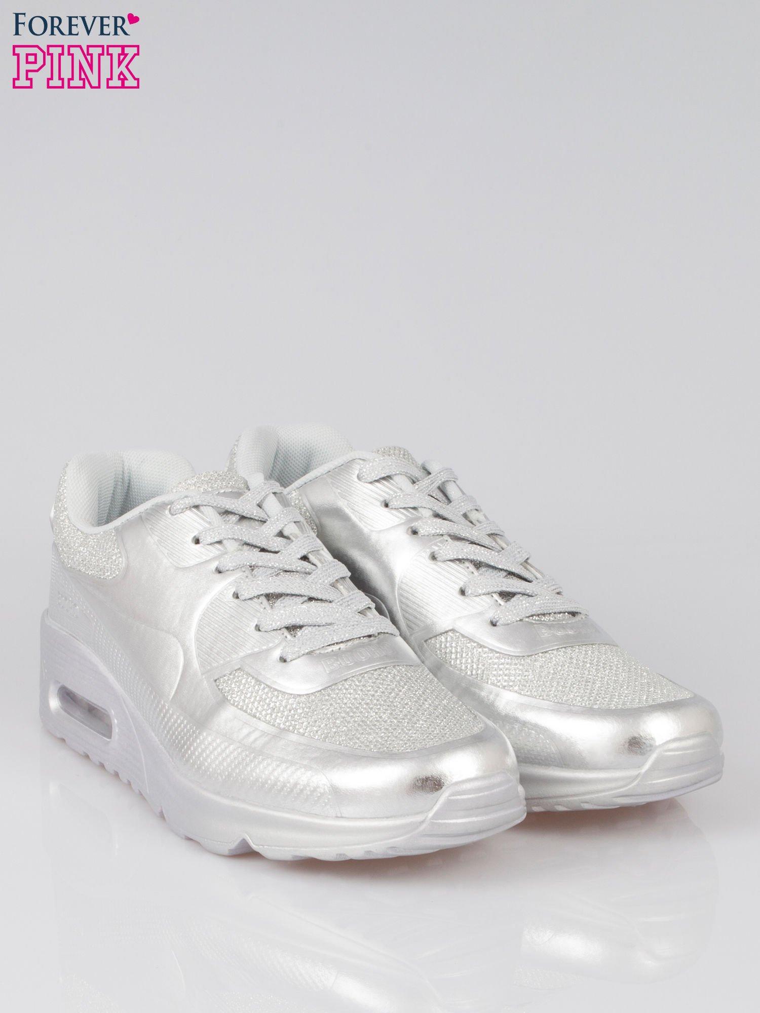 Srebrne buty sportowe faux leather Desire na podeszwie z poduszką powietrzną                                  zdj.                                  2