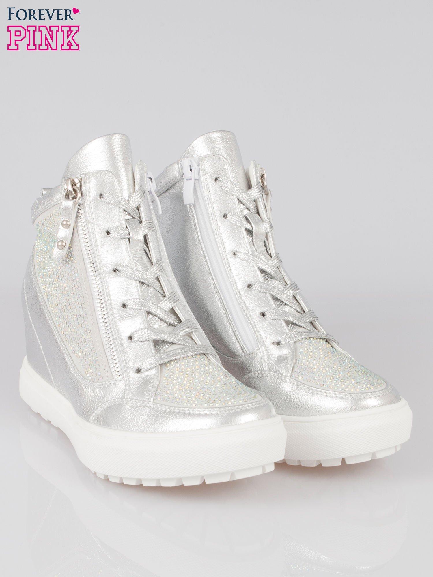 Srebrne sneakersy damskie z kryształkami                                  zdj.                                  2