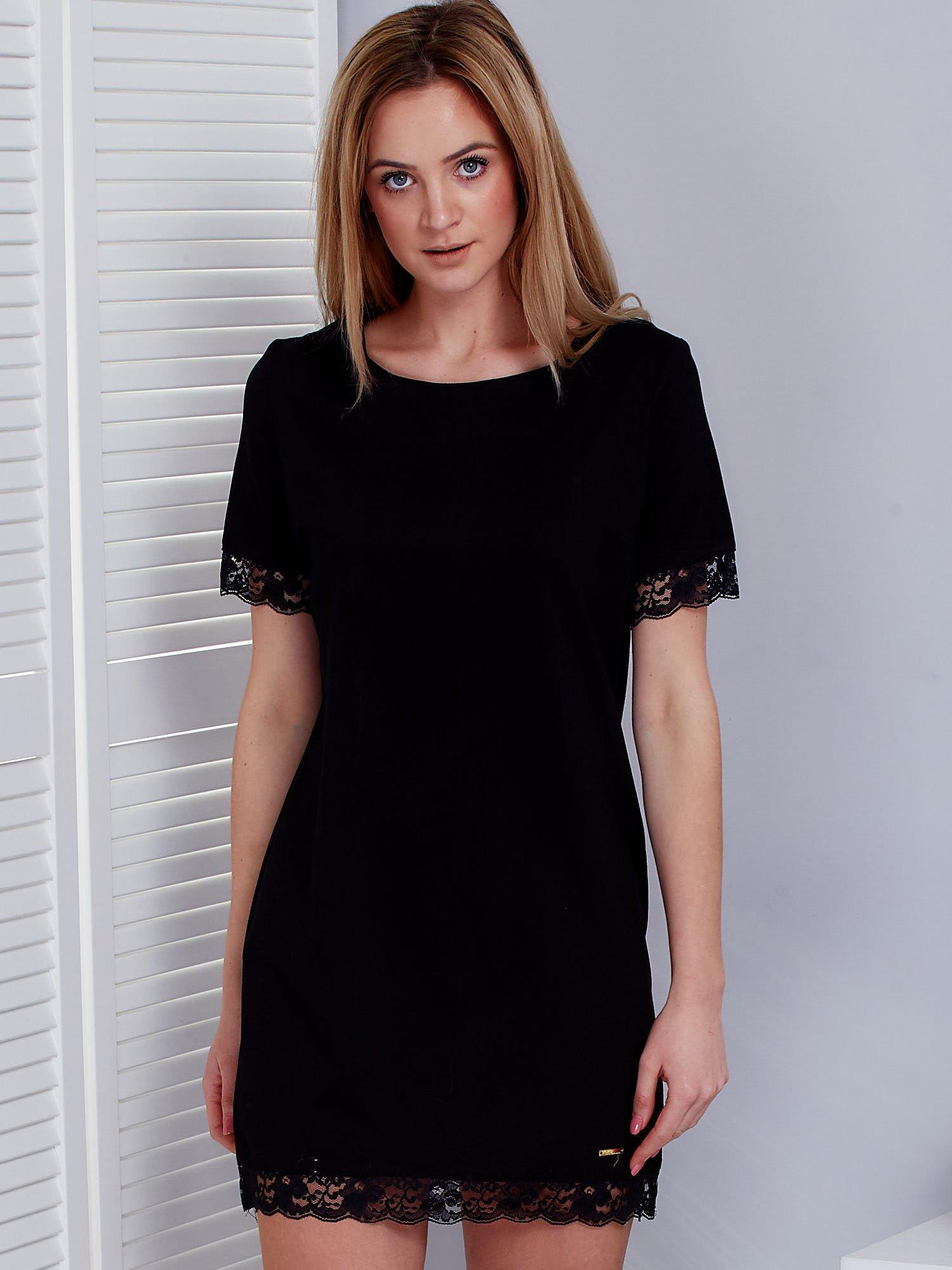 16013696ba Sukienka damska czarna z koronkową lamówką - Sukienka koktajlowa ...