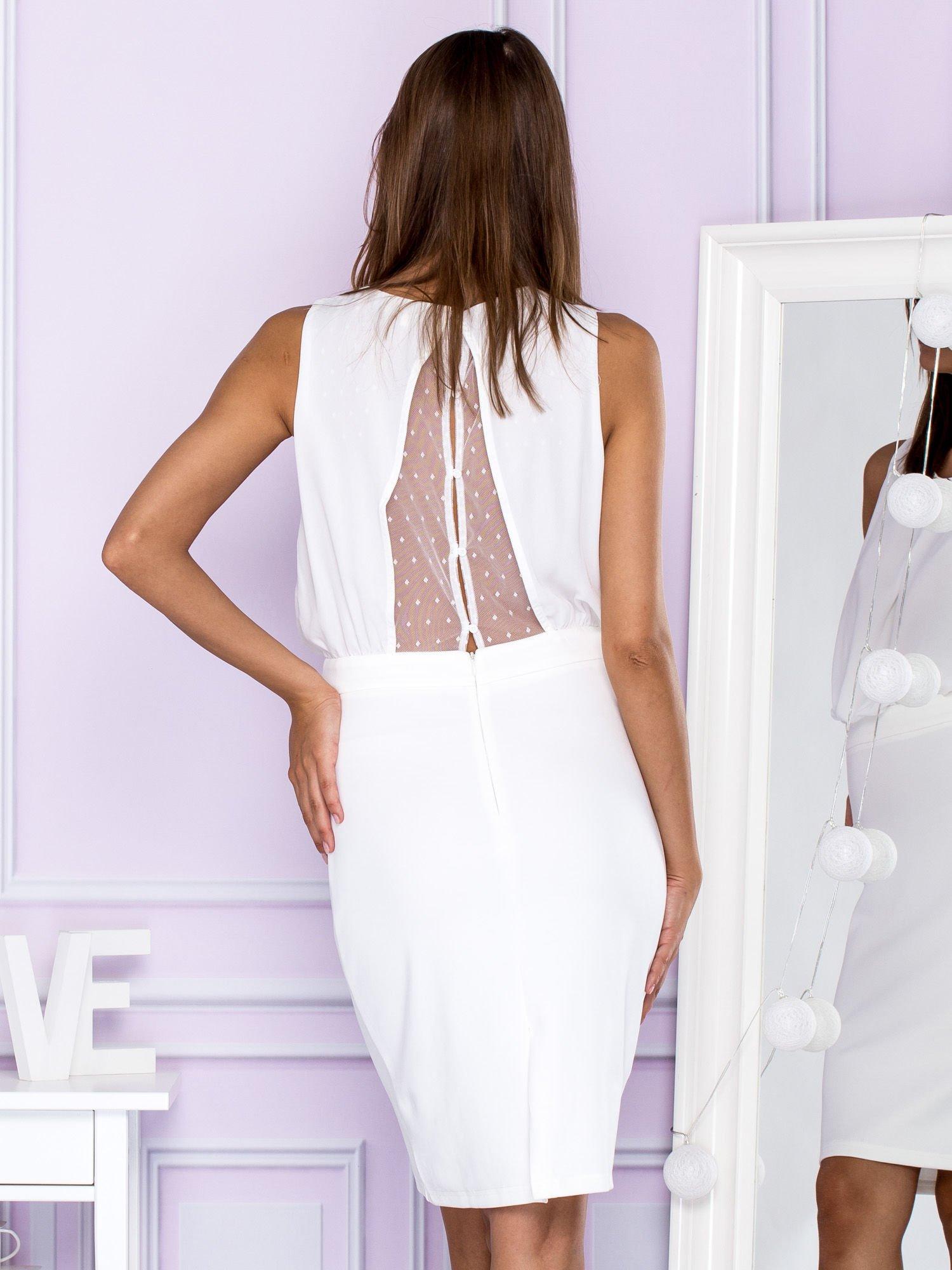 3f14041a5d Sukienka koktajlowa z biżuteryjnym dekoltem biała - Sukienka ...