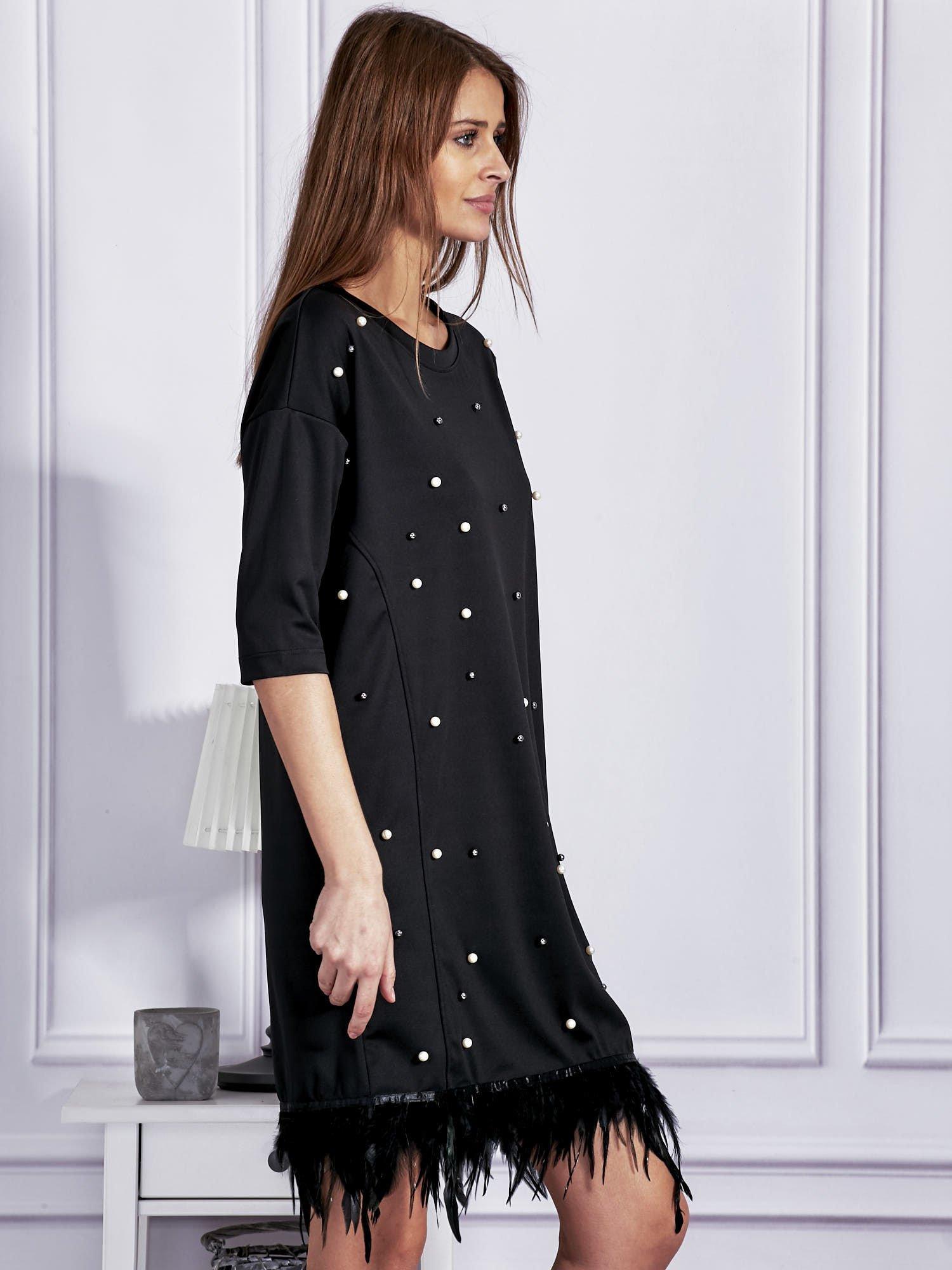 6f23f4bb0e70d0 Sukienka z perełkami i piórami na dole czarna - Sukienka koktajlowa ...