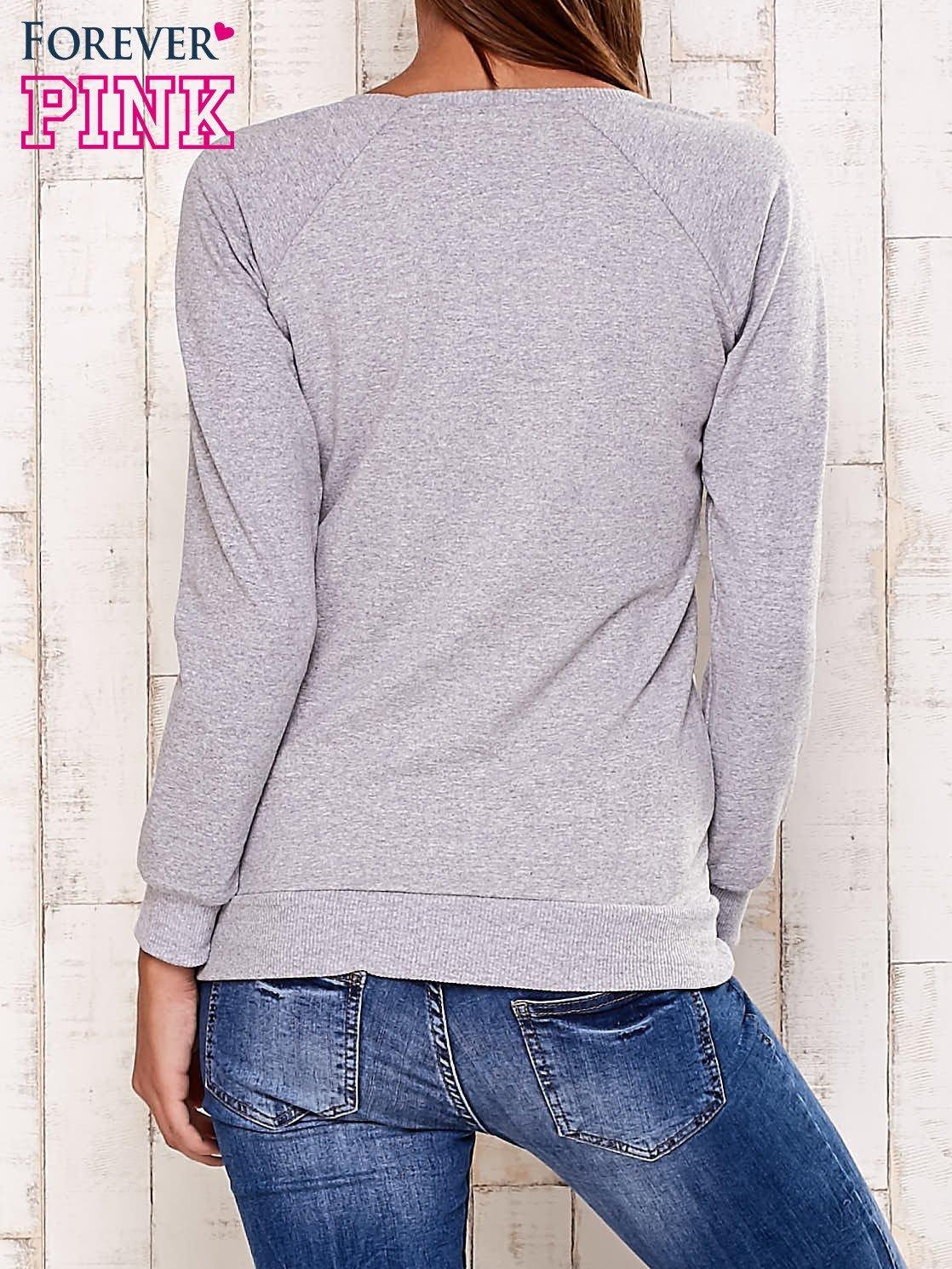 Szara bluza z białą pikowaną wstawką                                  zdj.                                  4
