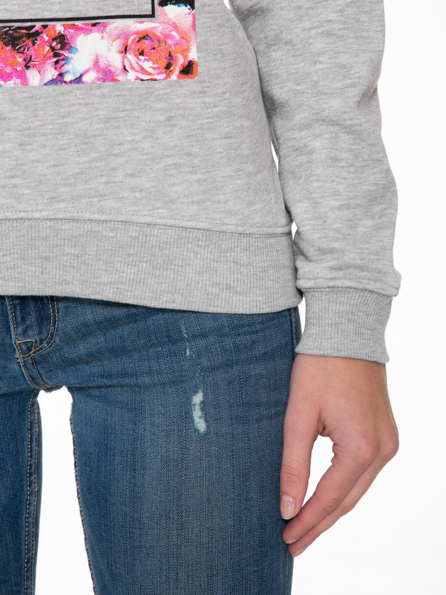 Szara bluza z nadrukiem LA MODE                                  zdj.                                  6