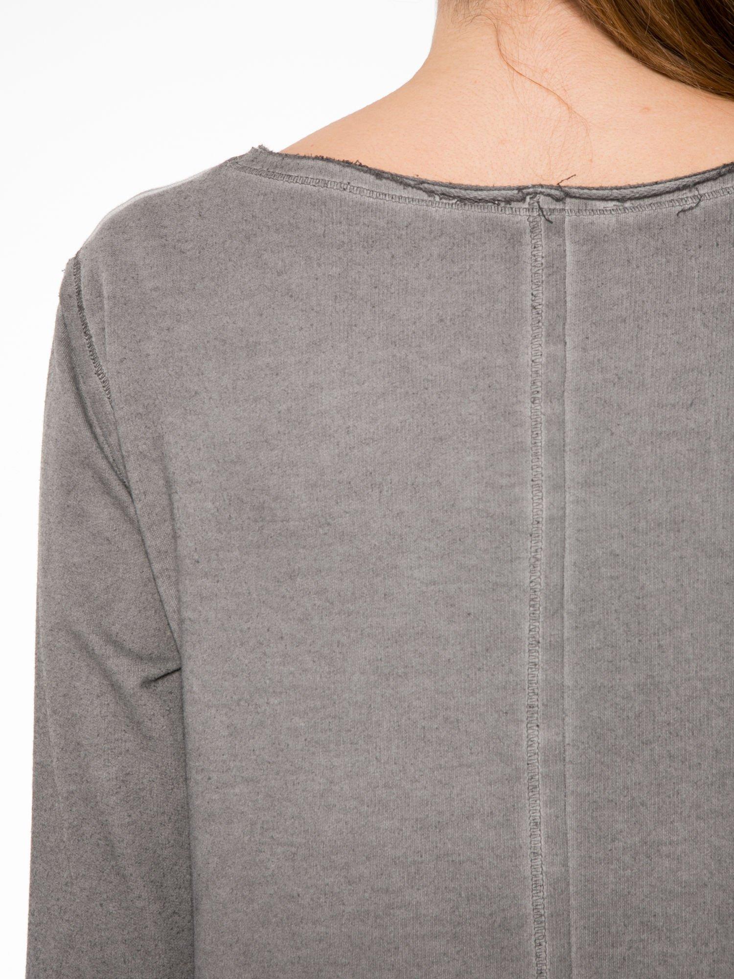 Szara bluza z surowym wykończeniem i widocznymi szwami                                  zdj.                                  8