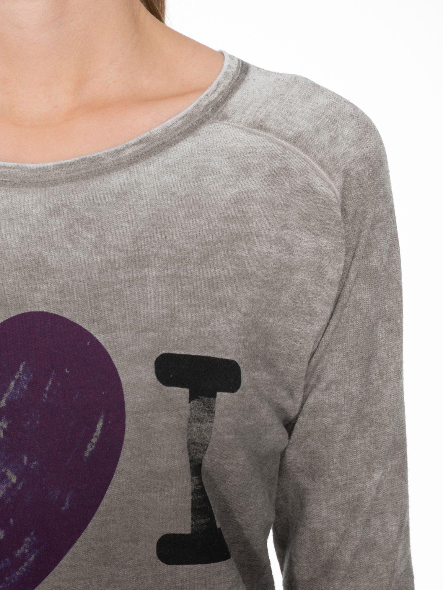 Szara bluzka z nadrukiem I LOVE BSL i efektem sprania                                  zdj.                                  5