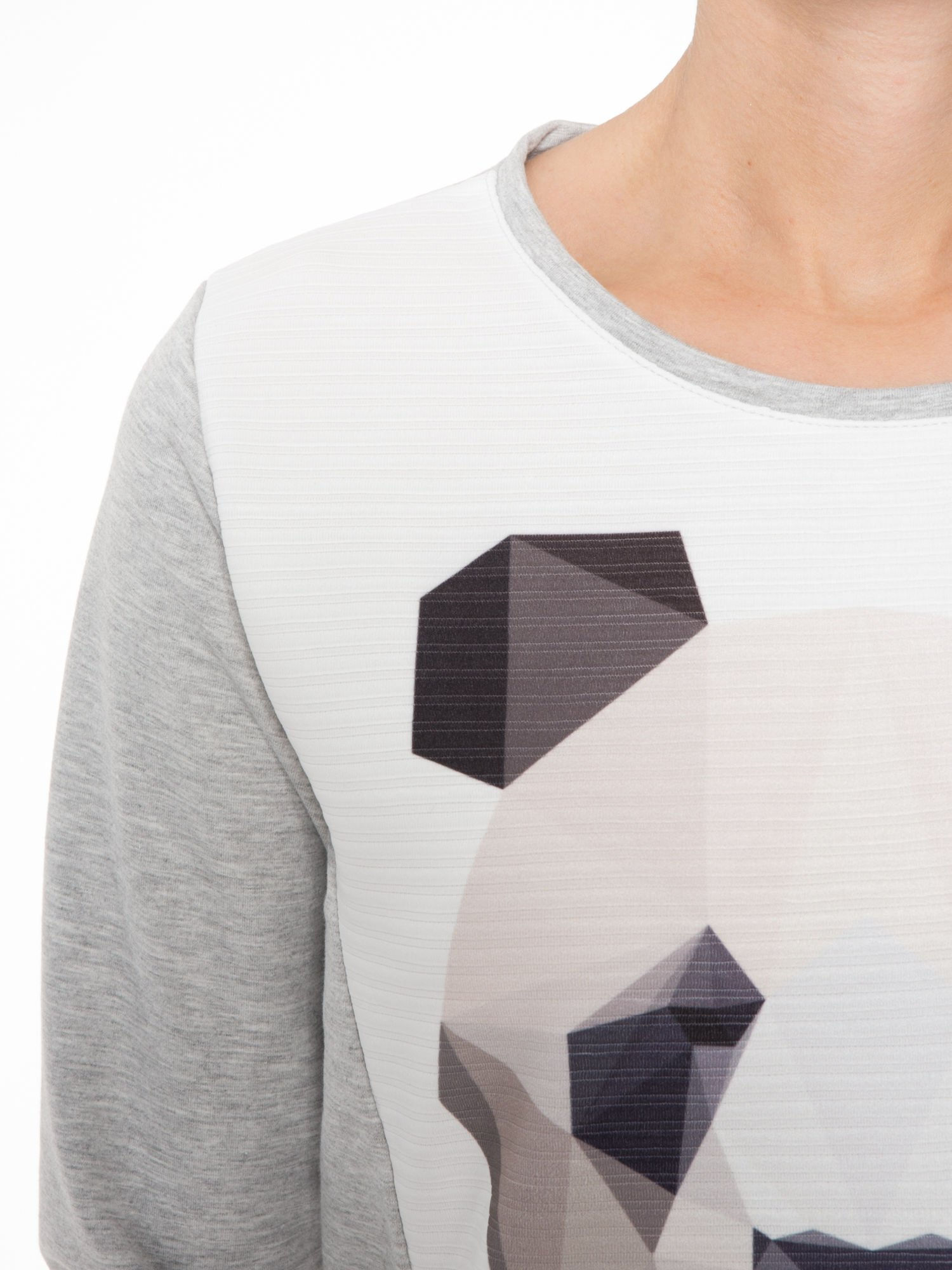 Szara dresowa bluza z nadrukiem pandy                                  zdj.                                  5