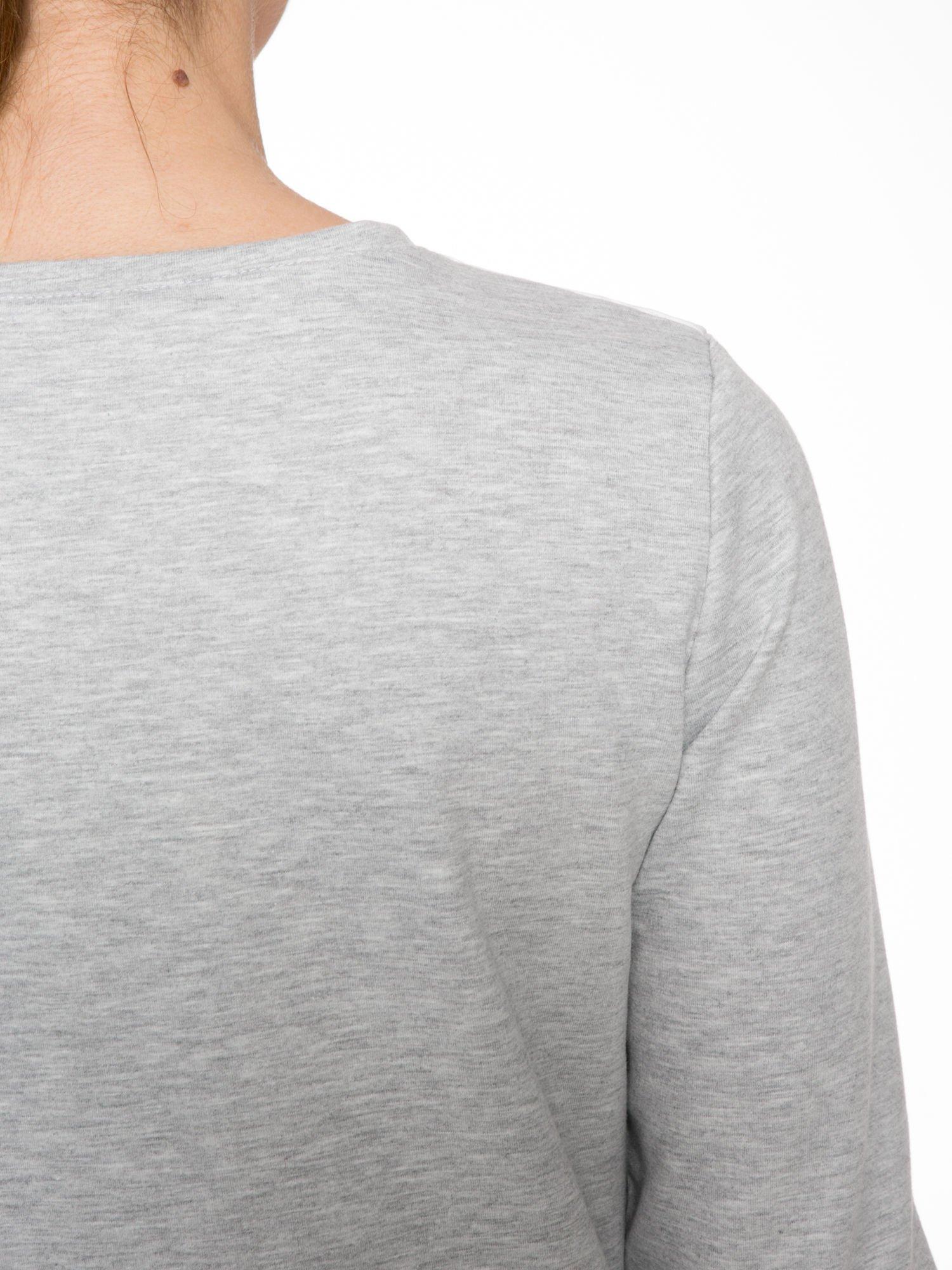 Szara dresowa bluza z nadrukiem pandy                                  zdj.                                  7