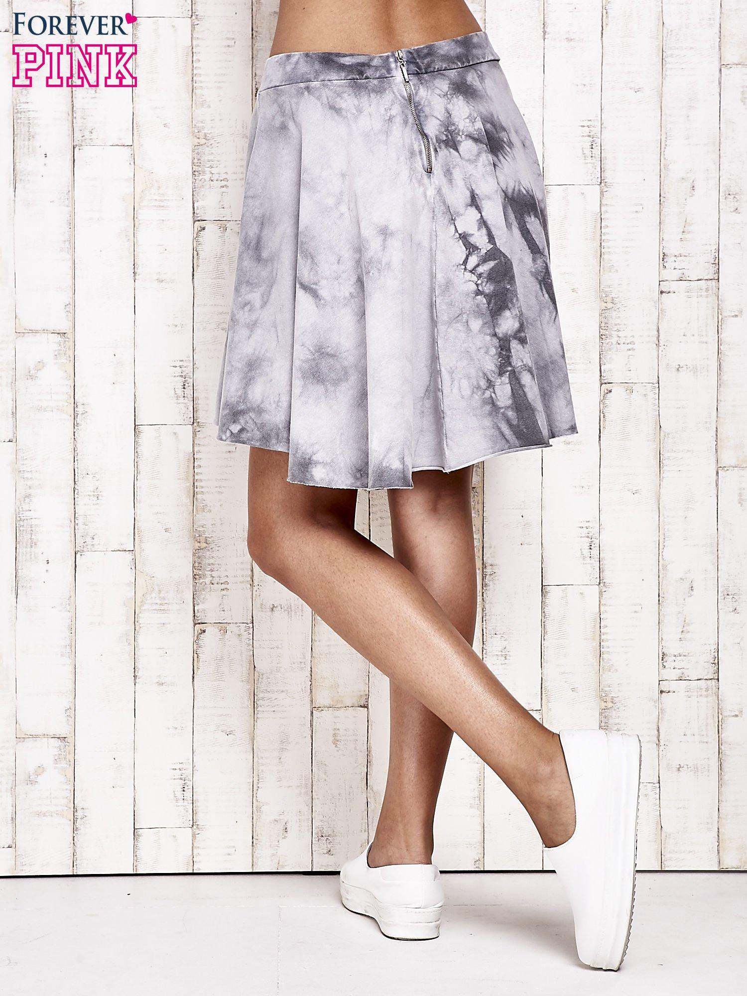 Szara dresowa spódnica szyta z koła z efektem  tie-dye                                  zdj.                                  3
