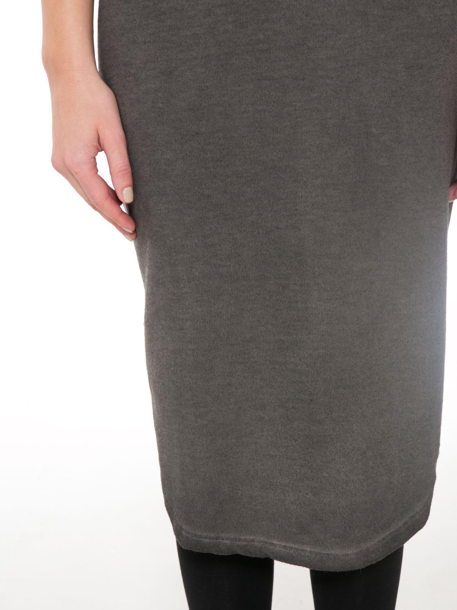 Szara dresowa sukienka z koronkowym karczkiem                                  zdj.                                  6