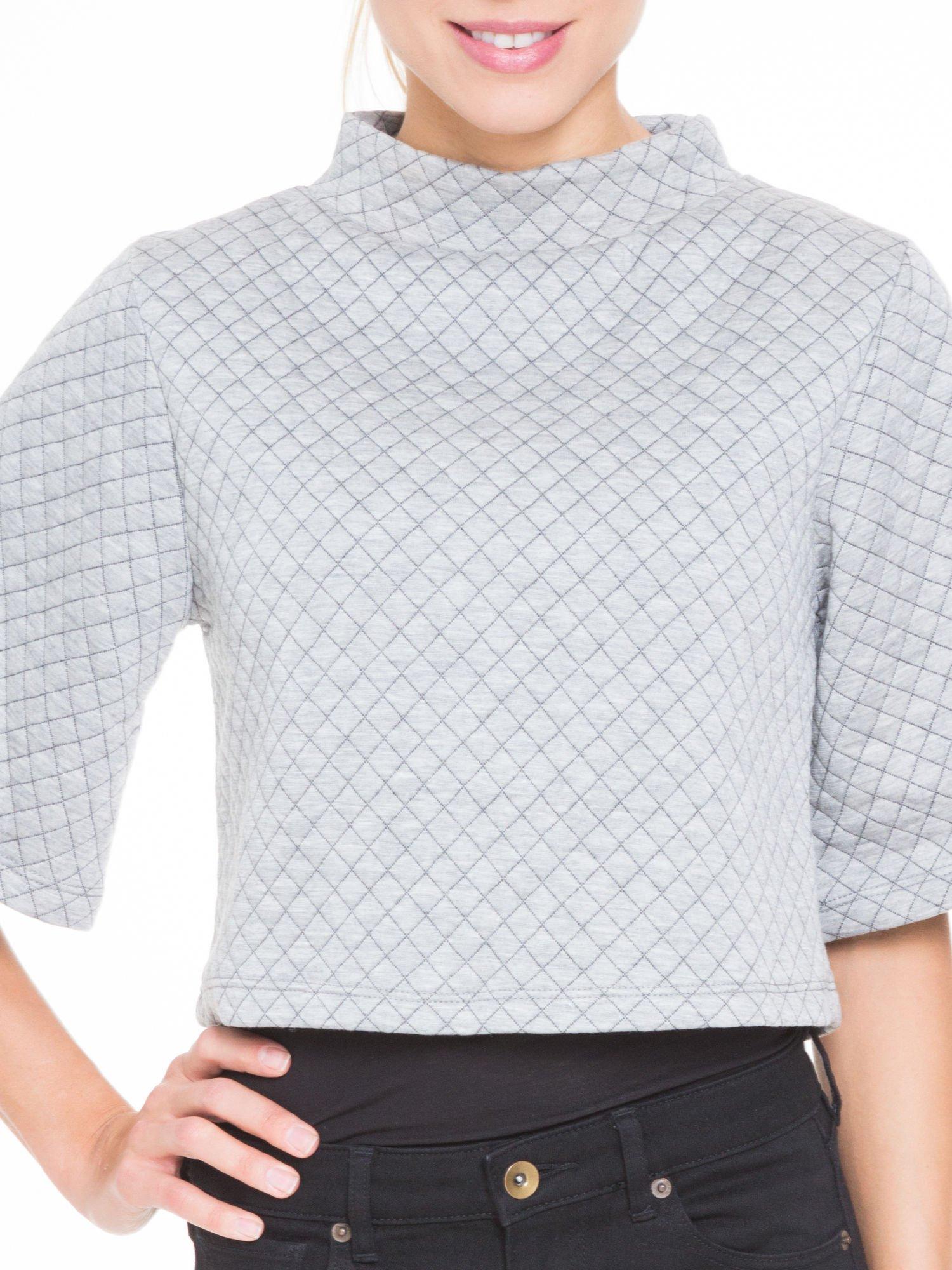 Szara kraciasta bluzka z kloszowanymi rękawami i półgolfem                                  zdj.                                  5