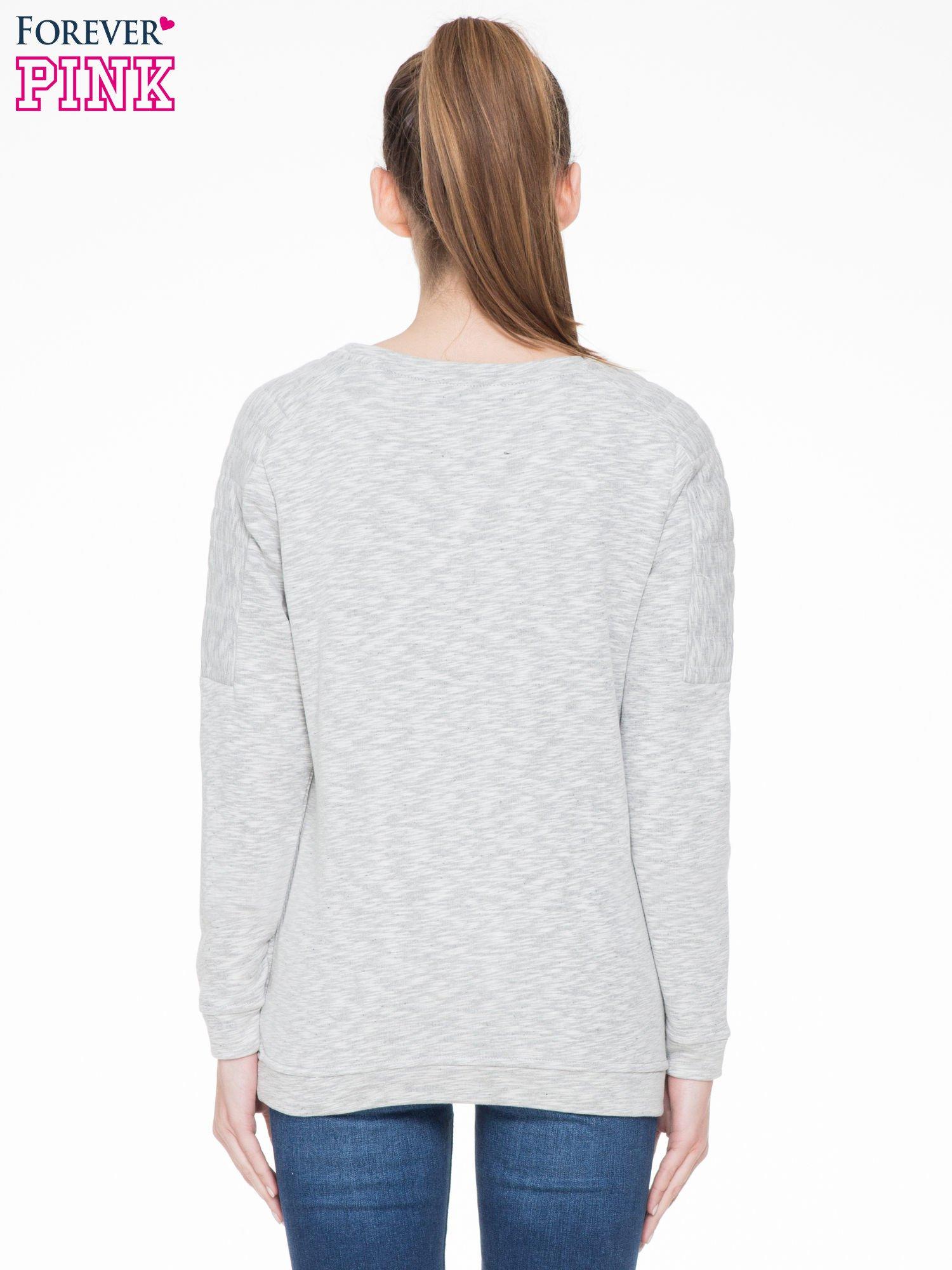 Szara melanżowa bluza z nadrukiem litery A                                  zdj.                                  4