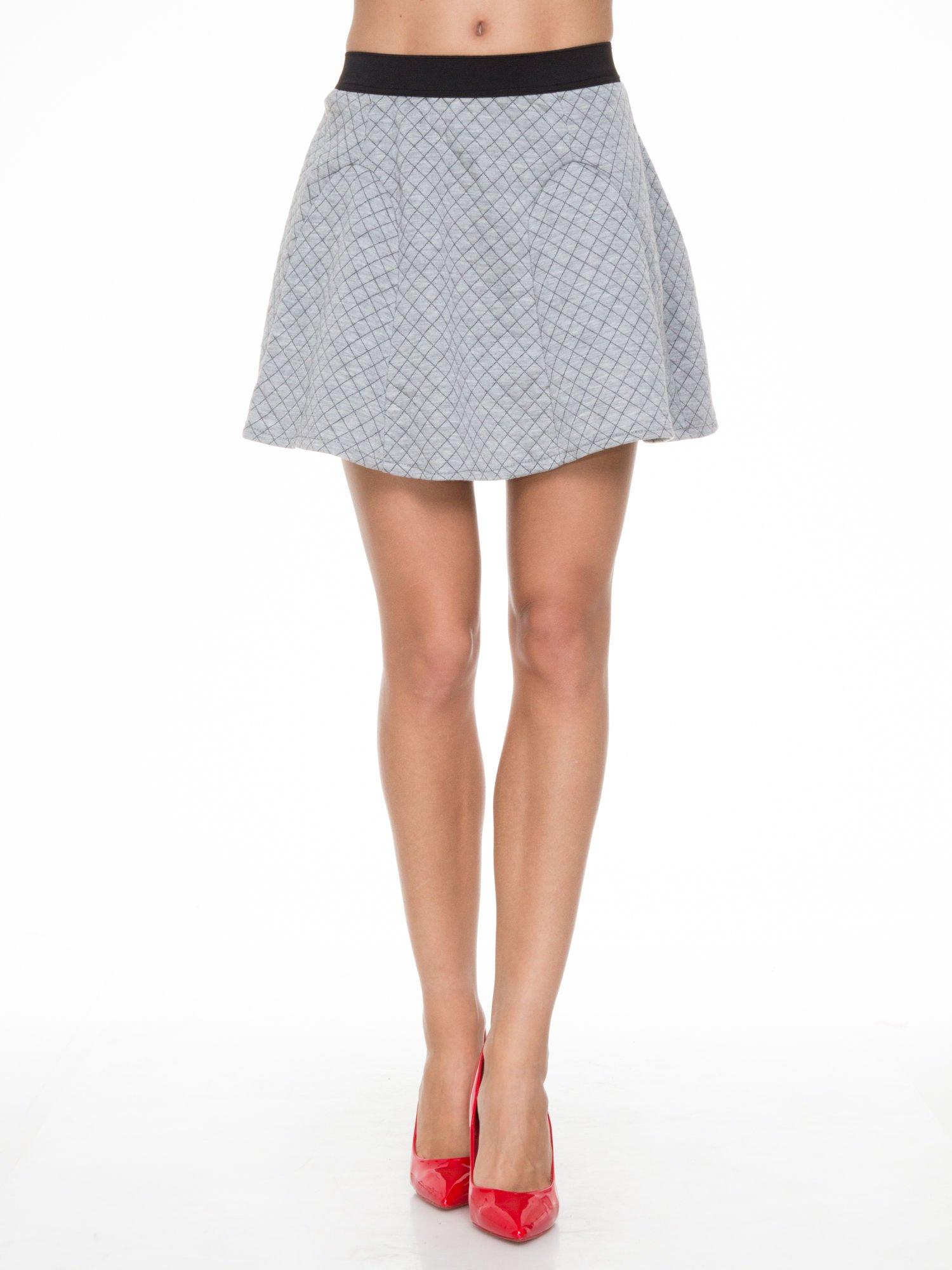 Szara rozkloszowana mini spódniczka w kratkę                                  zdj.                                  1