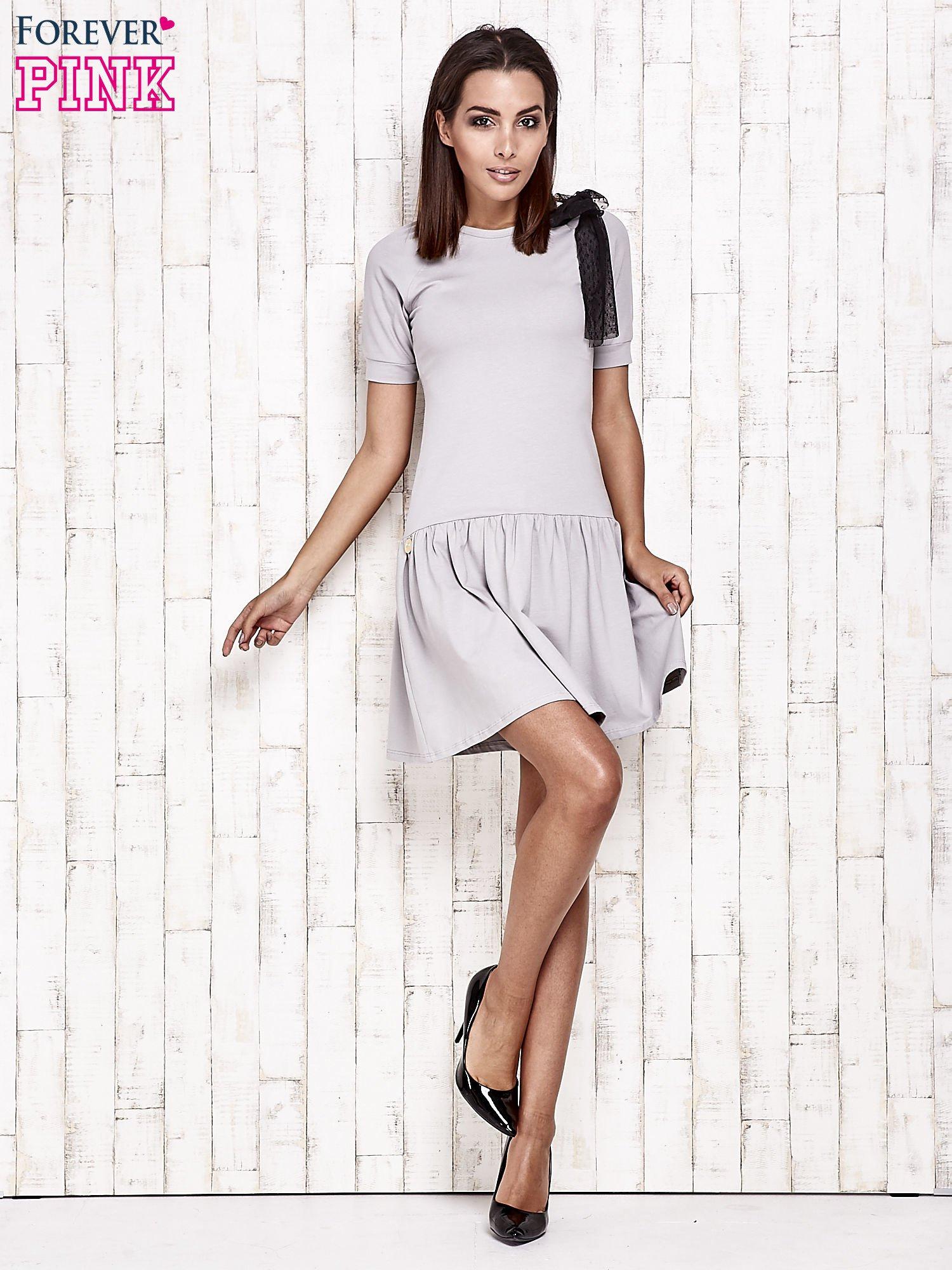 Szara sukienka dresowa z kokardą z tiulu                                  zdj.                                  2