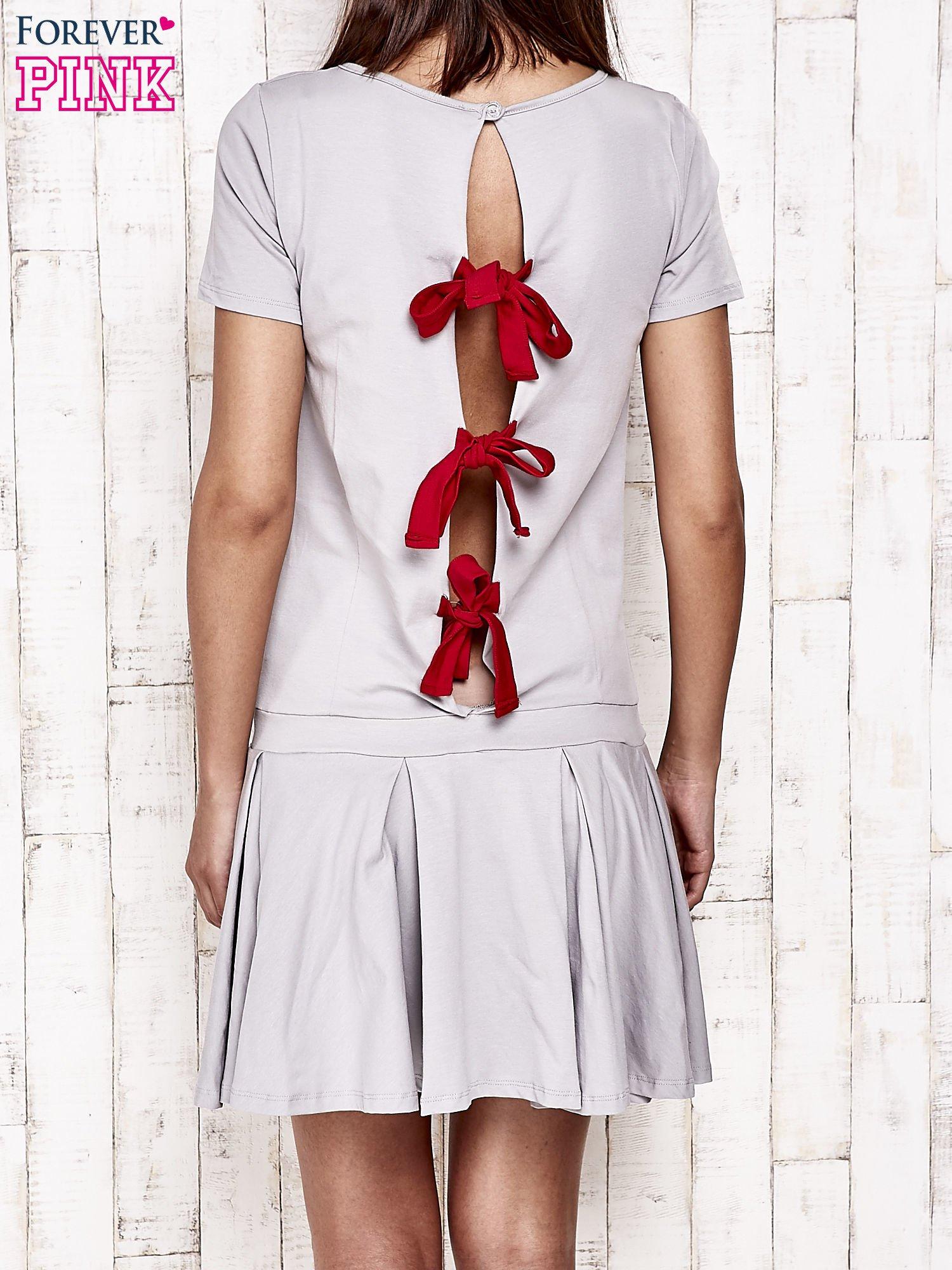 Szara sukienka dresowa z kokardami z tyłu                                  zdj.                                  2